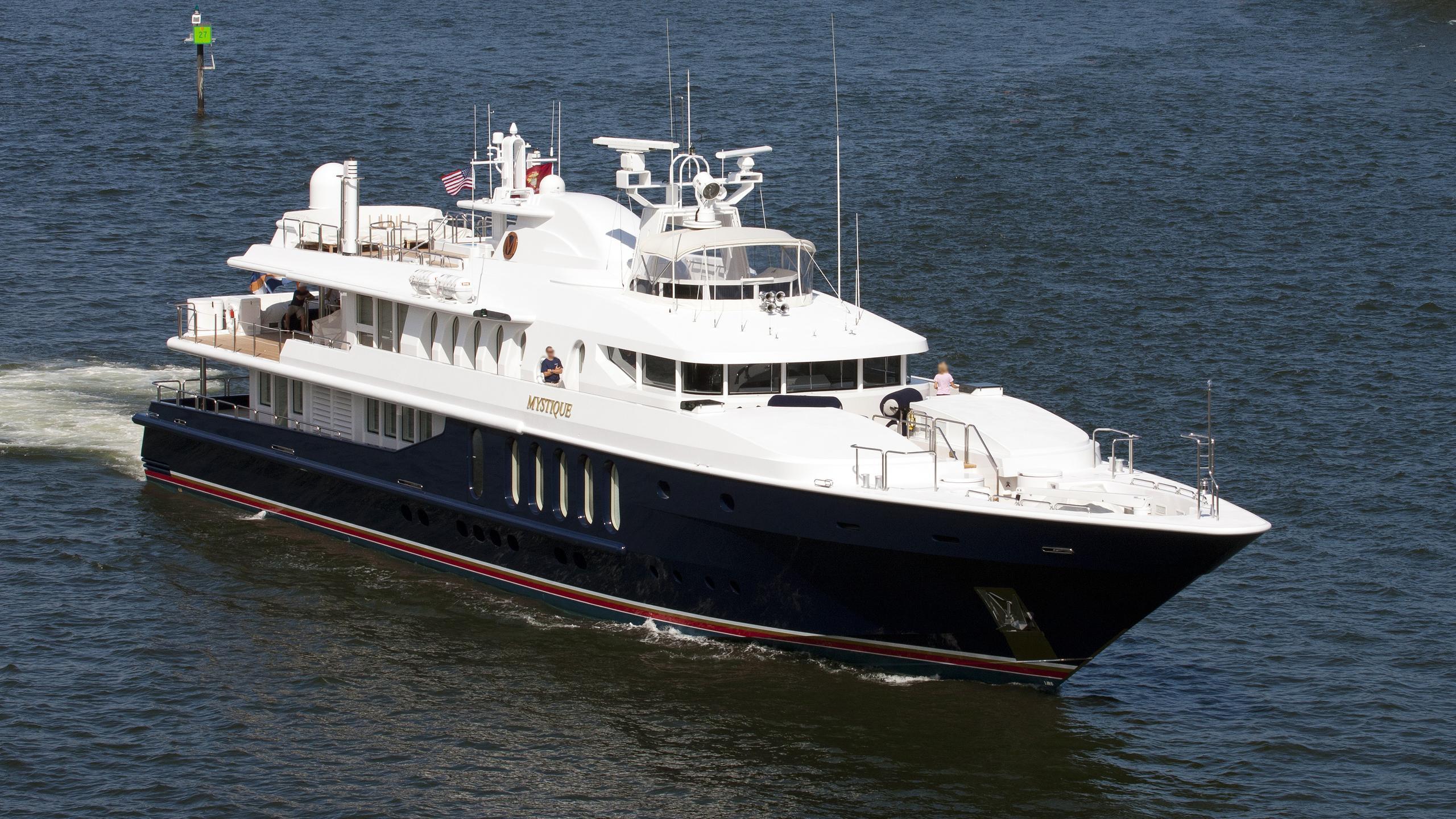 shes-a-10-motor-yacht-oceanfast-1989-49m-cruising