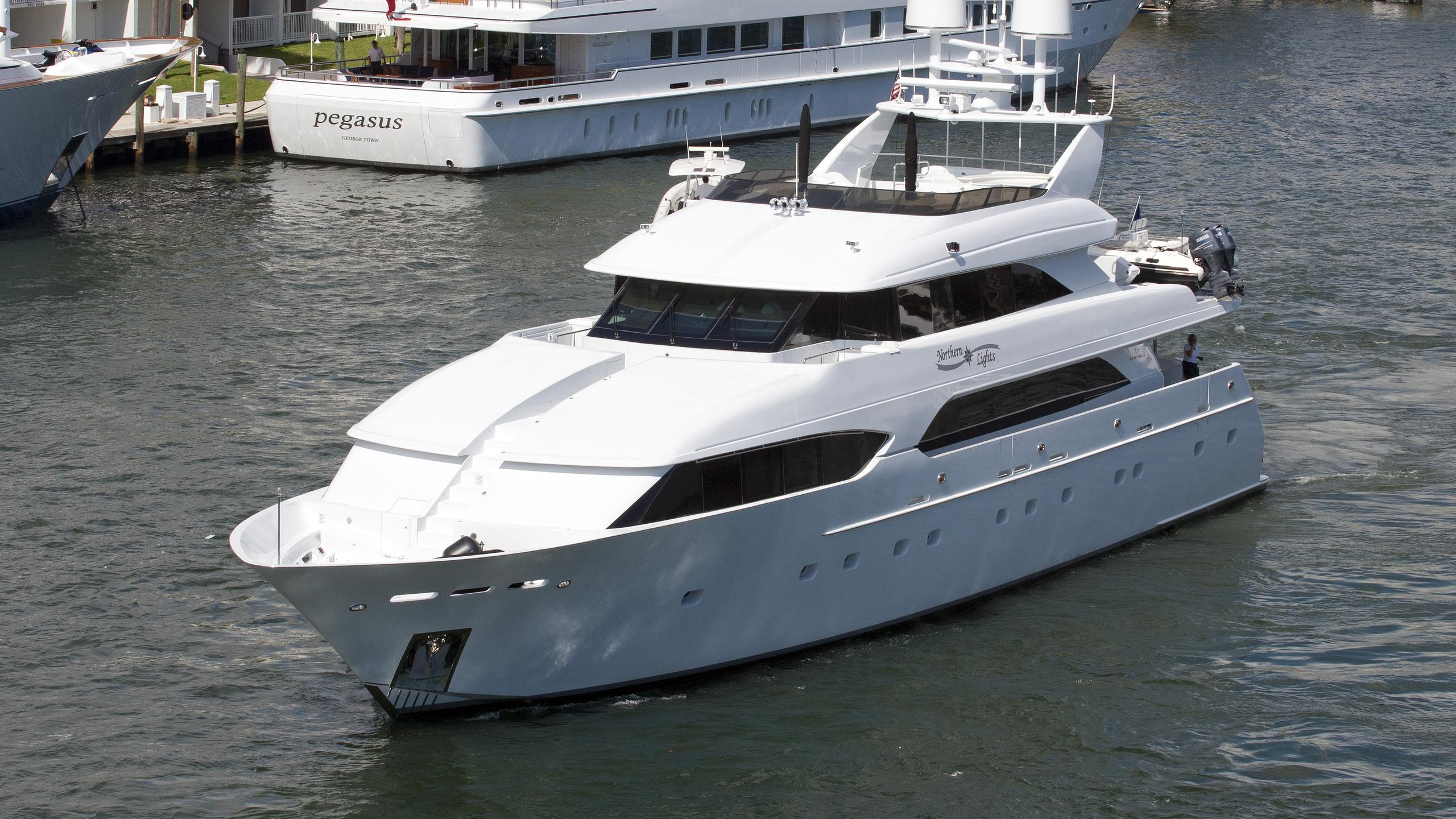 invision-northern-lights-motor-yacht-westship-trident-132-2000-40m-front-profile