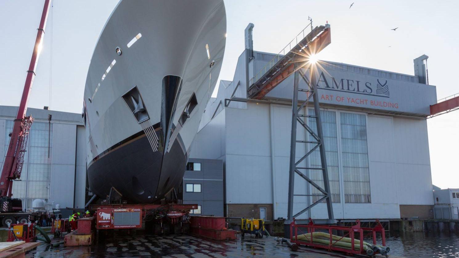 elixir-motor-yacht-amels-2016-55m-front-dock