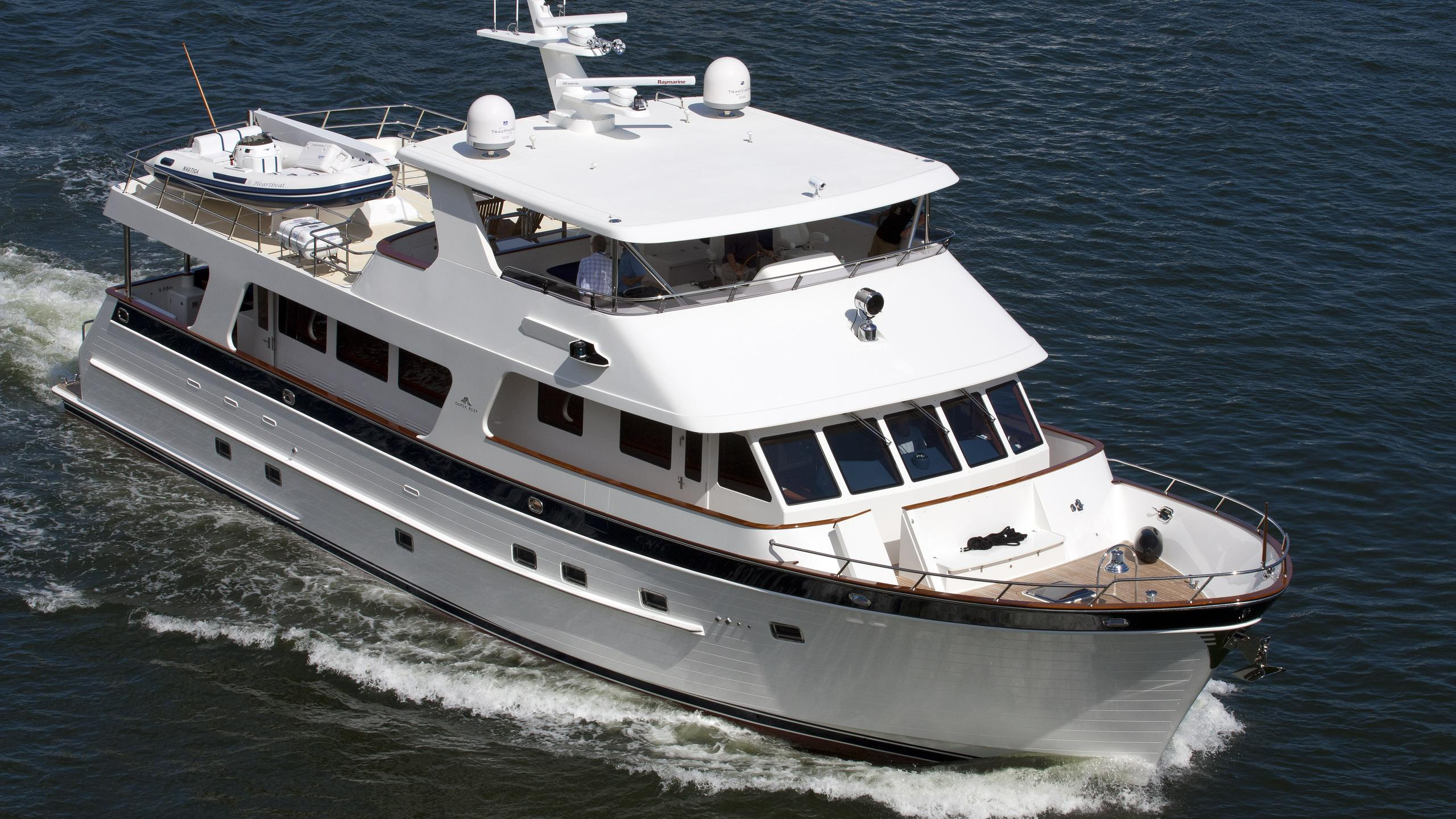 ginger-heartbeat-motor-yacht-outer-reef-2009-24m-cruising