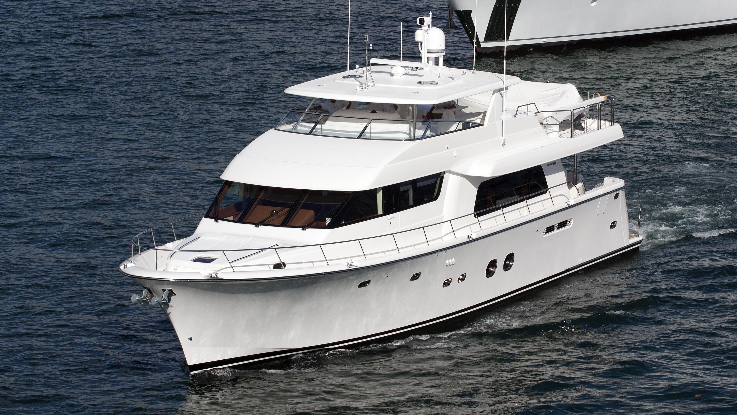 nota-bene-motor-yacht-pacific-mariner-85-2010-26m-half-profile
