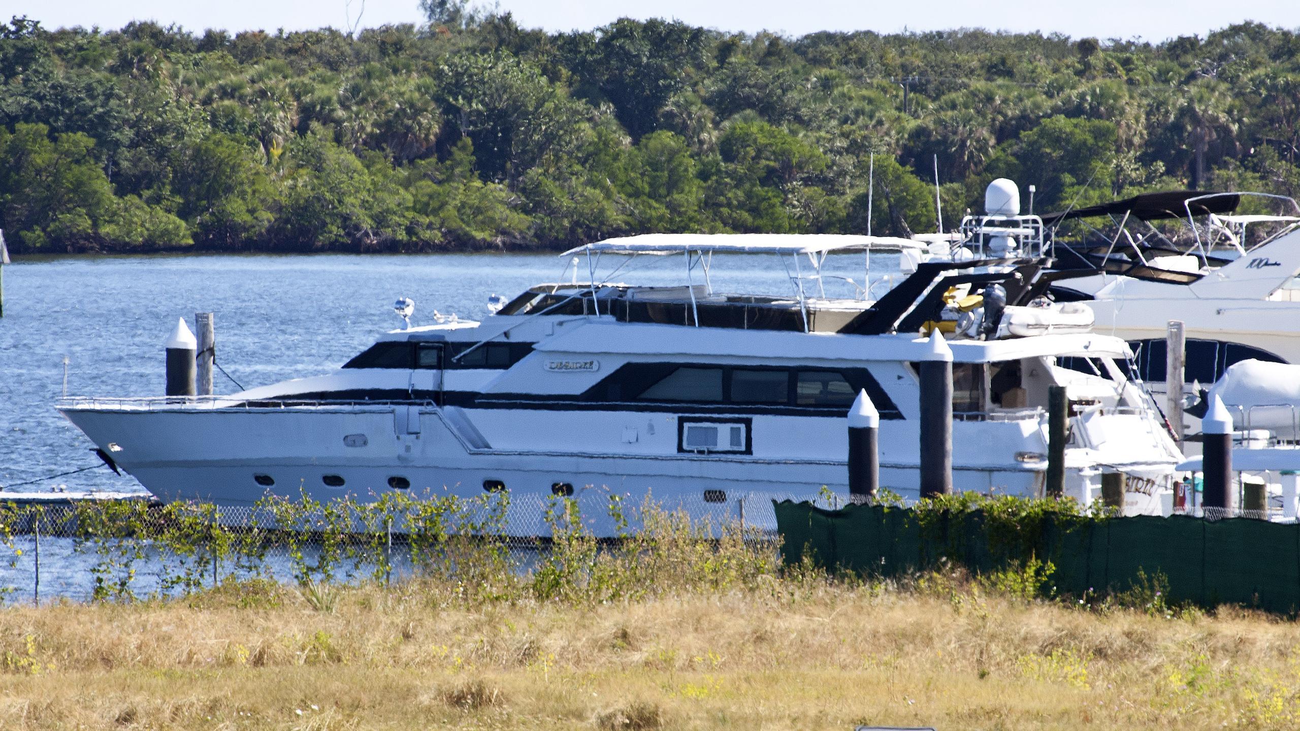 desiree-motoryacht-intercantieri-1986-26m-profile