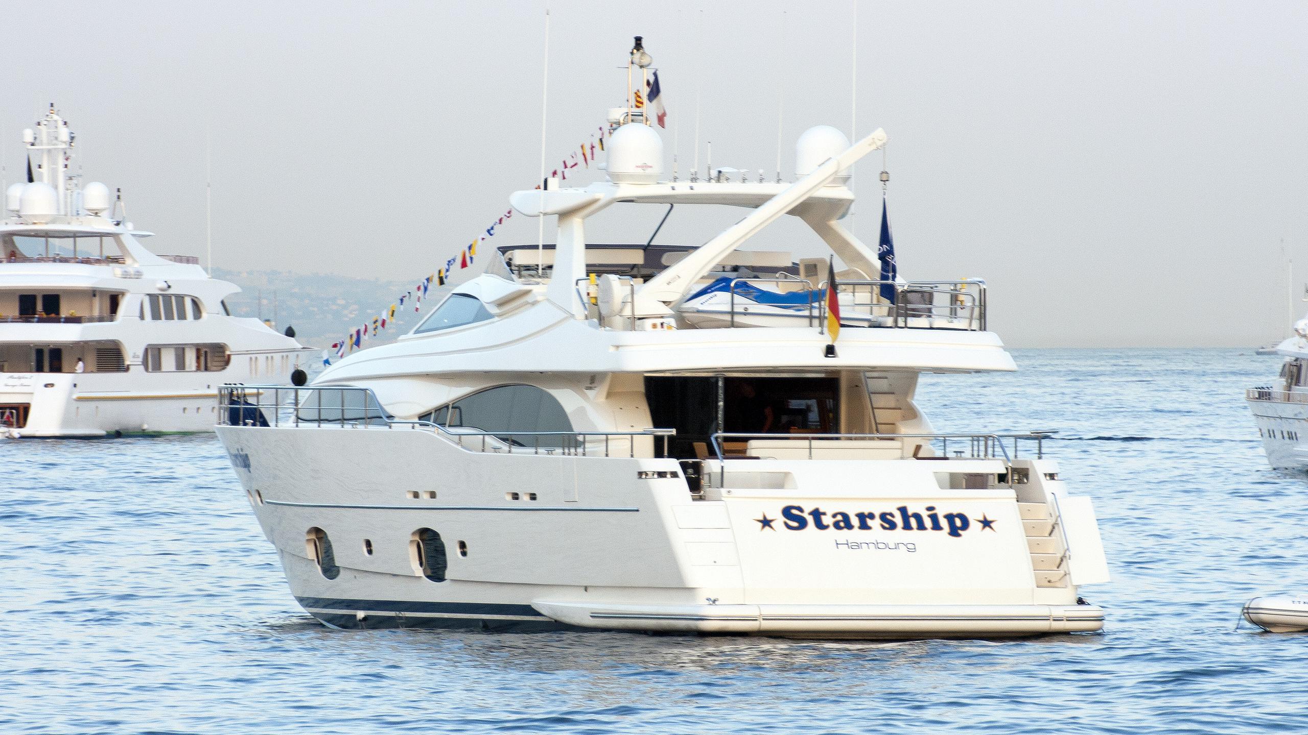 starship-motoryacht-ferretti-custom-line-97-2007-29m-stern