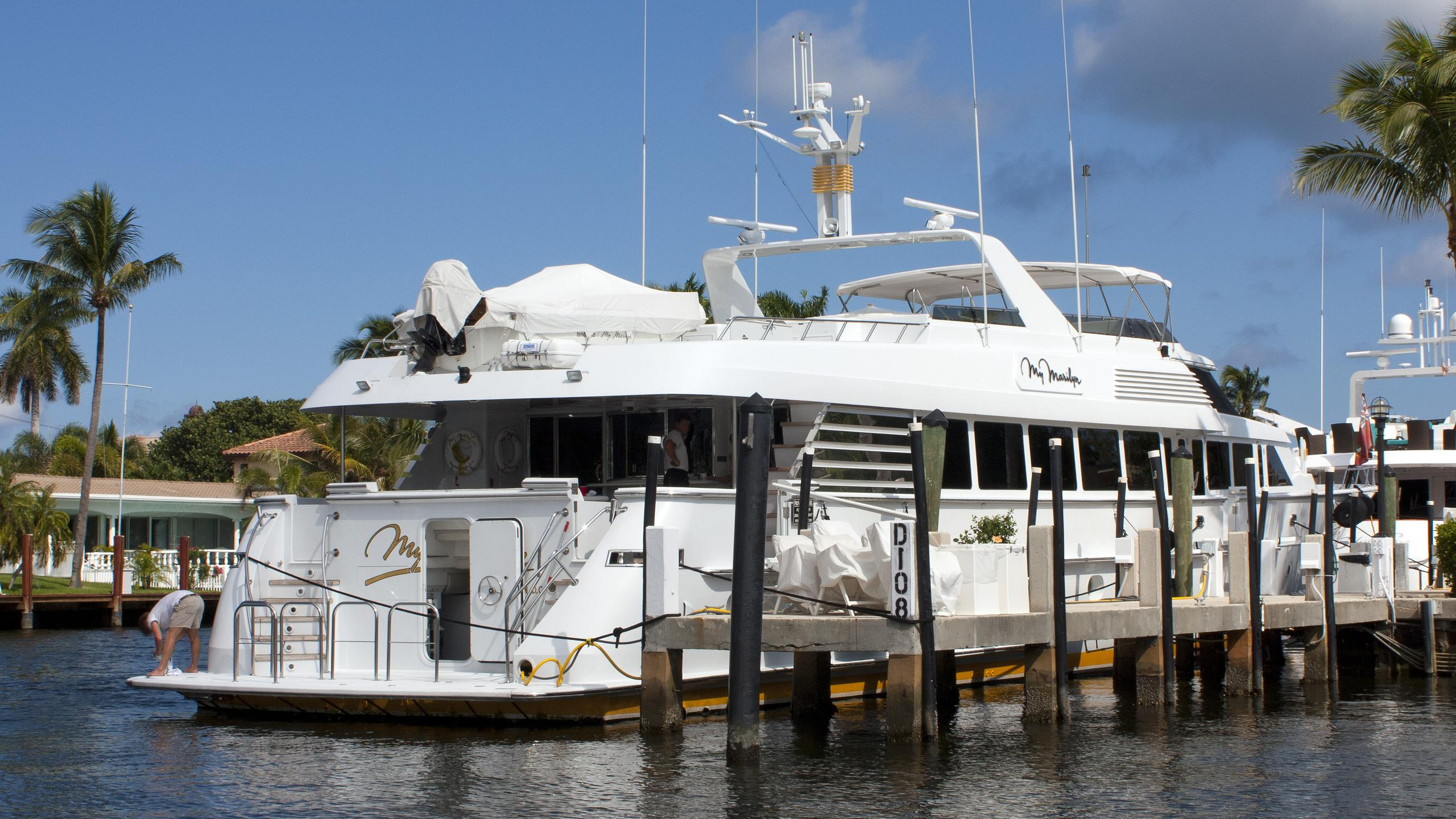 my-marilyn-motor-yacht-hatteras-112-1994-35m-berth