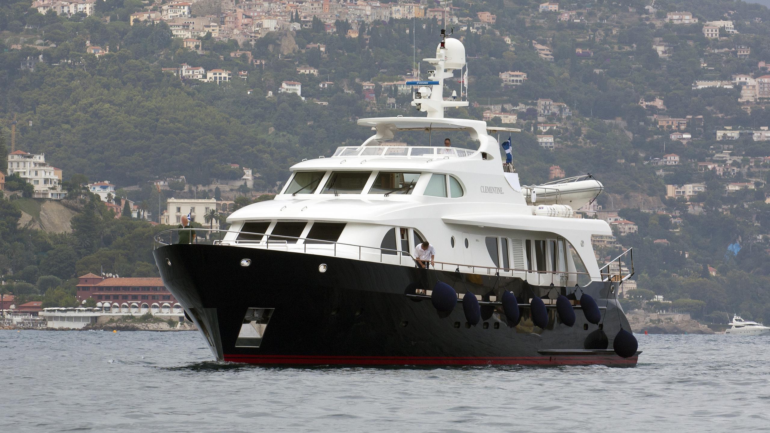 clementine-motor-yacht-moonen-96-2005-29m-front-profile