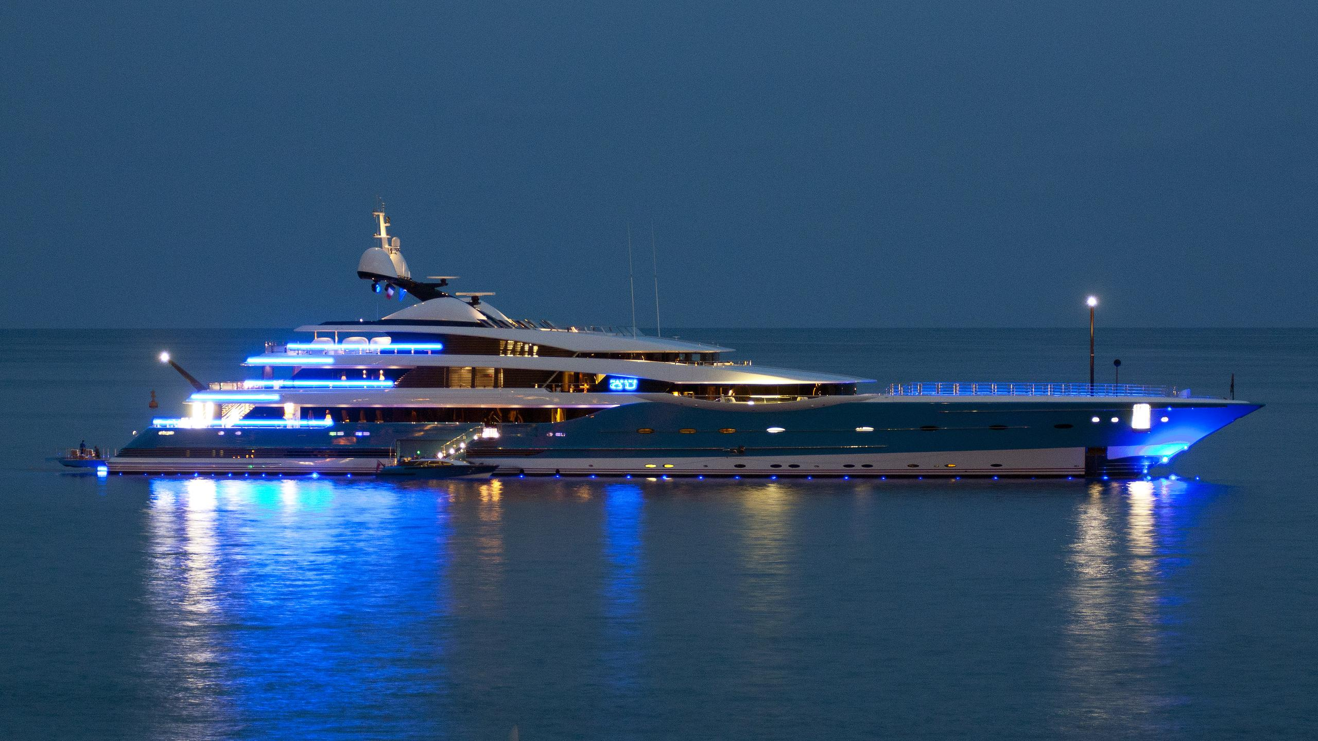 madame-gu-motor-yacht-feadship-2013-99m-profile-by-night