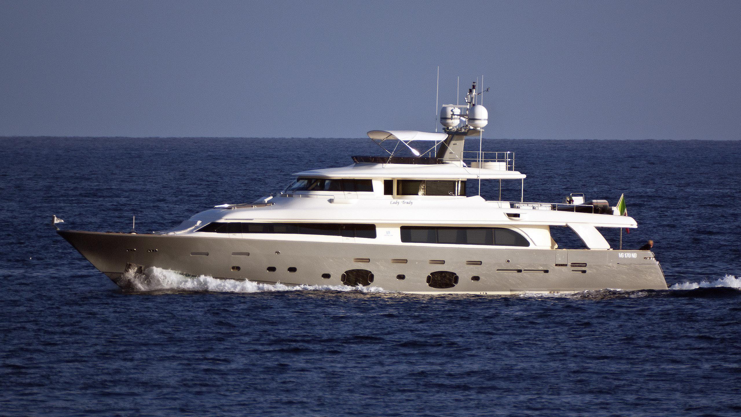 seventh-sense-motor-yacht-ferretti-navetta-33-2008-33m-cruising