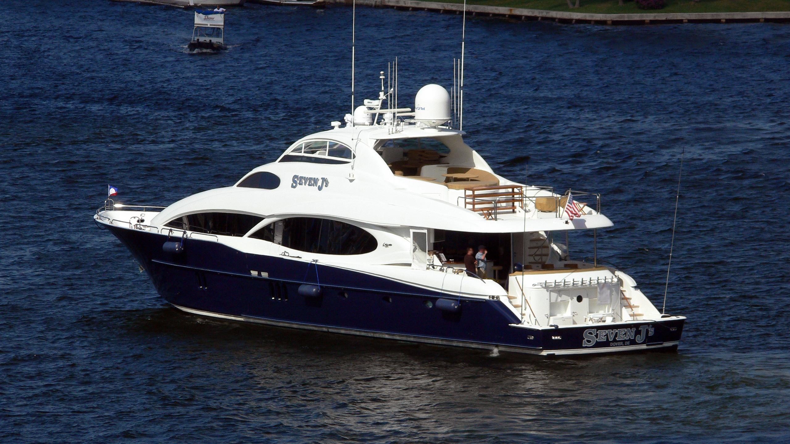lady-b-motor-yacht-lazzara-110-sl-2005-33m-rear-profile