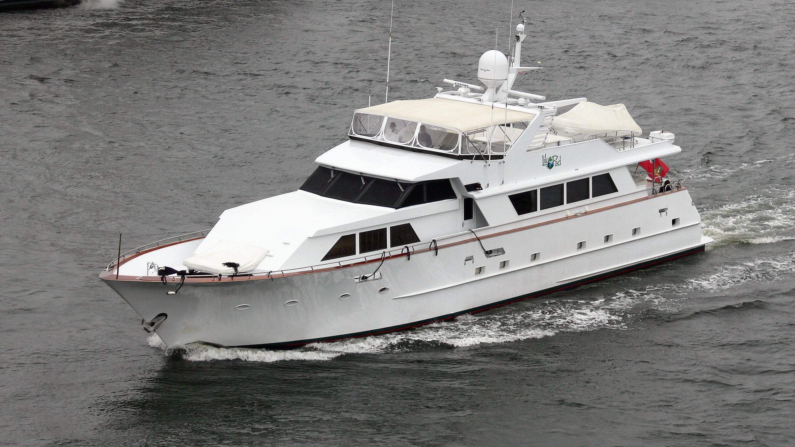 center-ring-golden-lady-motor-yacht-broward-1987-30m-cruising