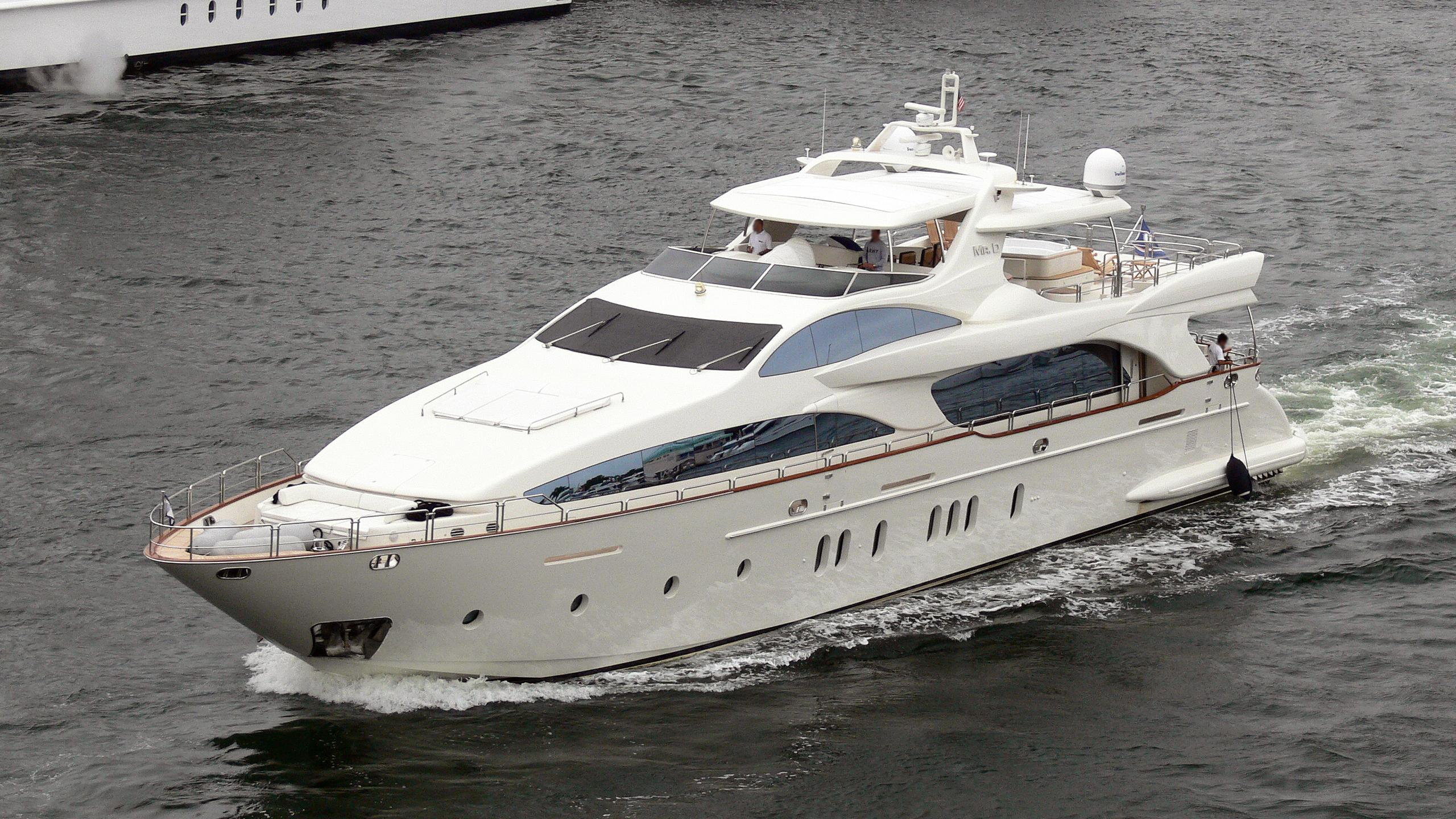 mr-d-motor-yacht-azimut-116-2004-36m-cruising.jpg