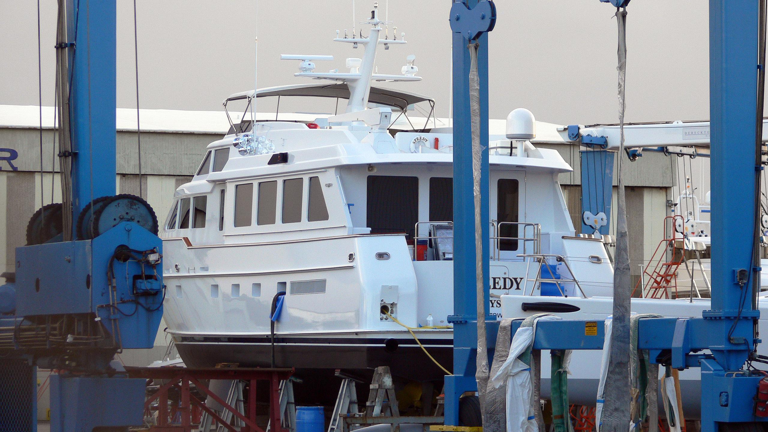 checkmate-motor-yacht-burger-boat-1999-26m-rear-dock