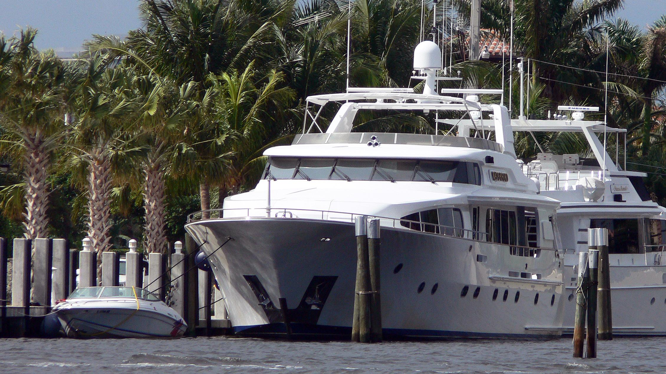 waterford=motor-yacht-sovereign-100-2001-31m-front