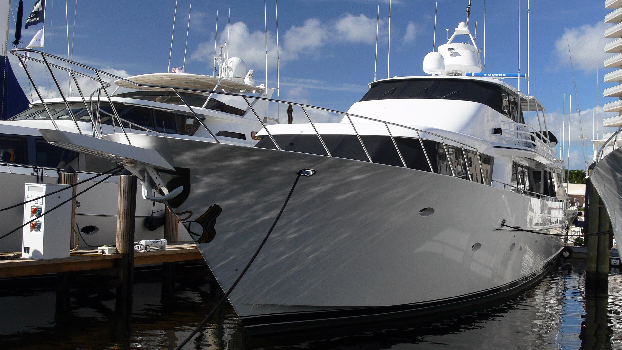 dauntless-motor-yacht-eagle-1995-31m-front