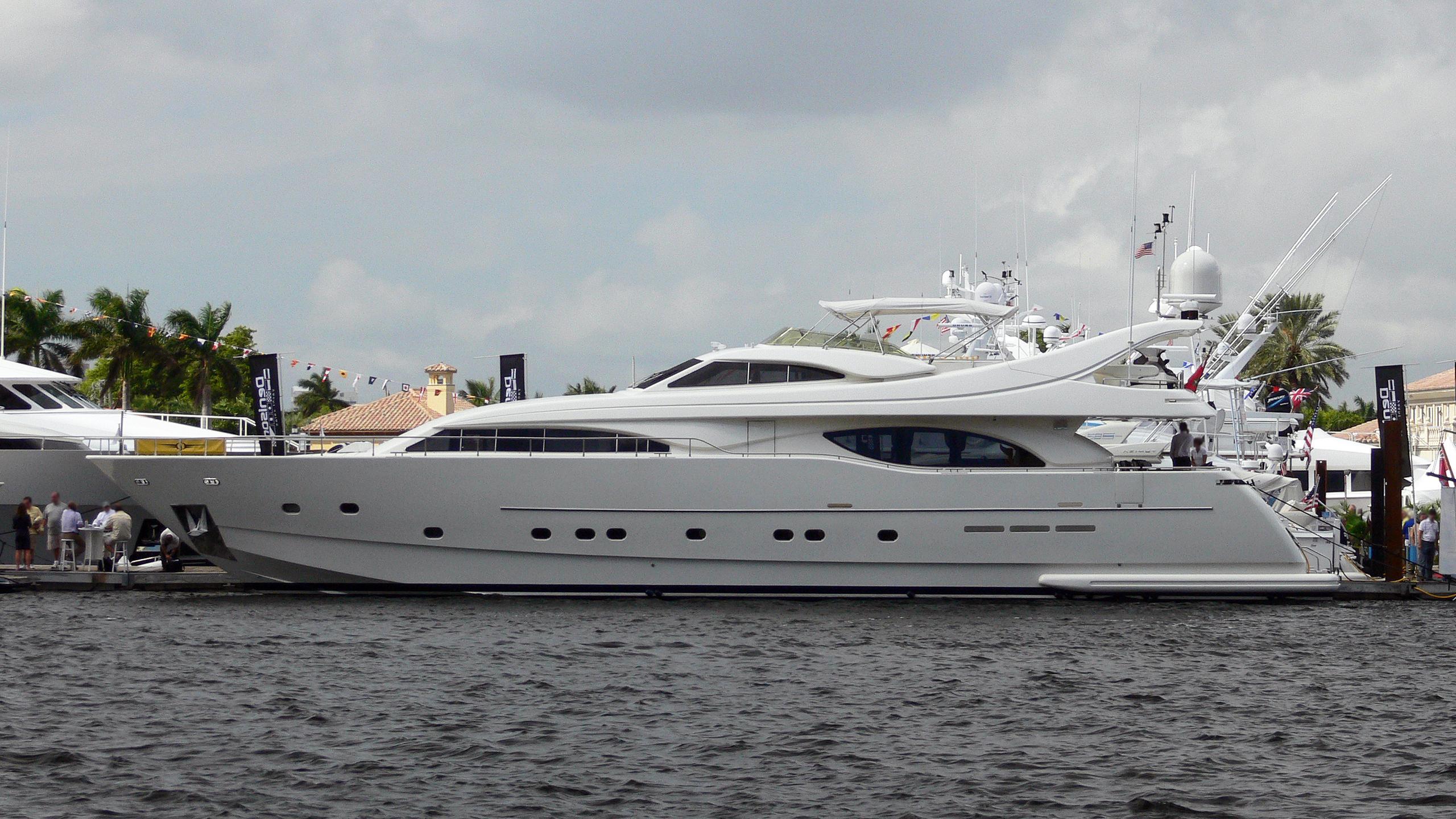 sea-spray motoryacht ferretti custom line 94 2001 29m profile