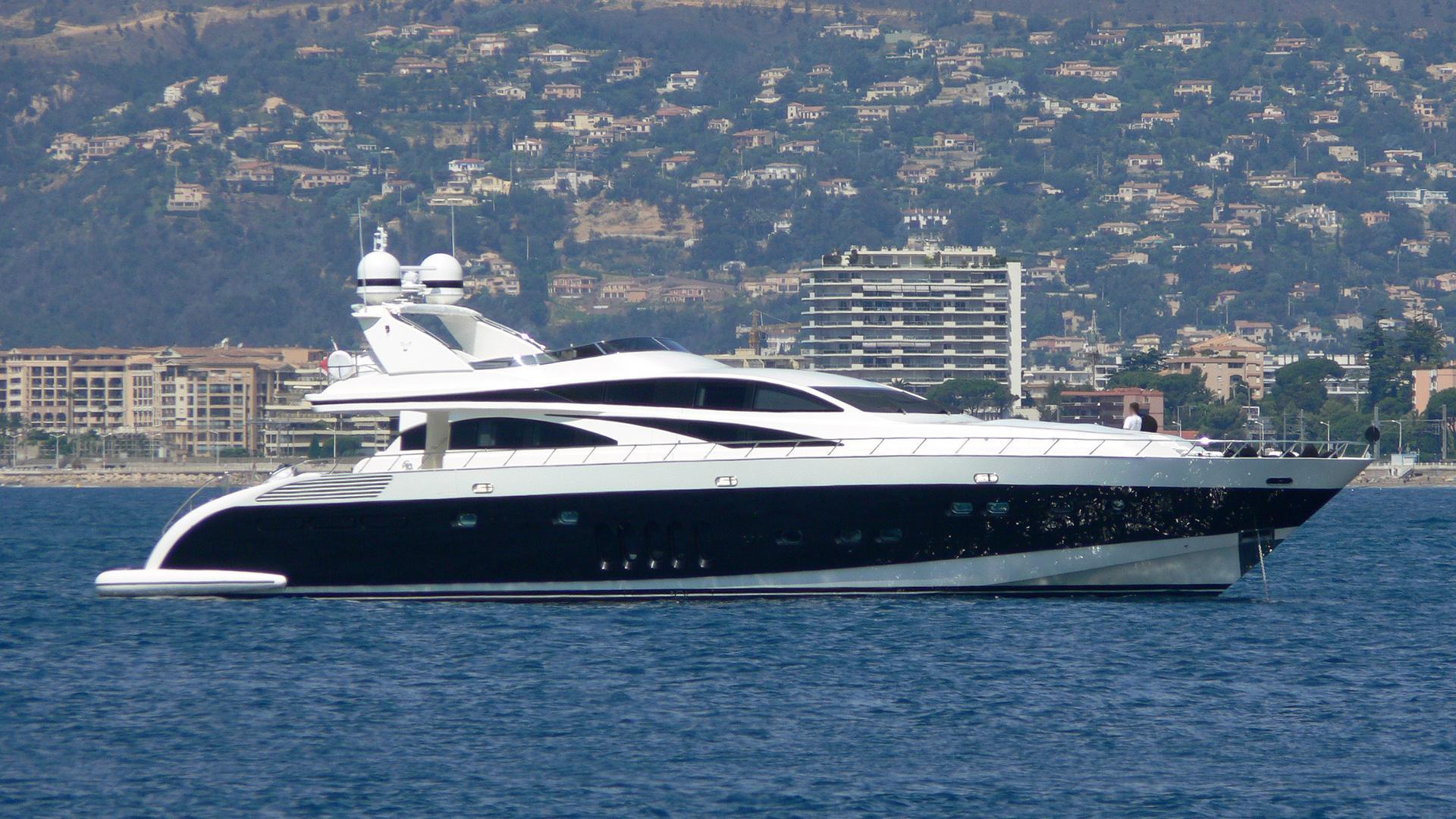lis-motor-yacht-leopard-32-sport-2007-32m-profile