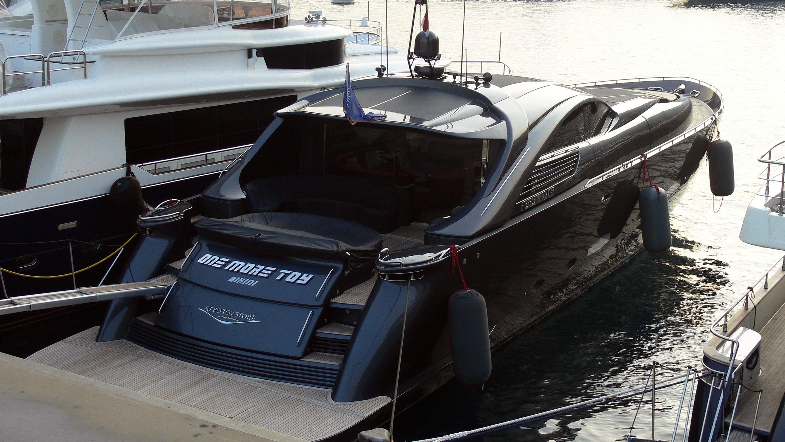 one-more-toy-motor-yacht-pershing-88-2000-27m-rear
