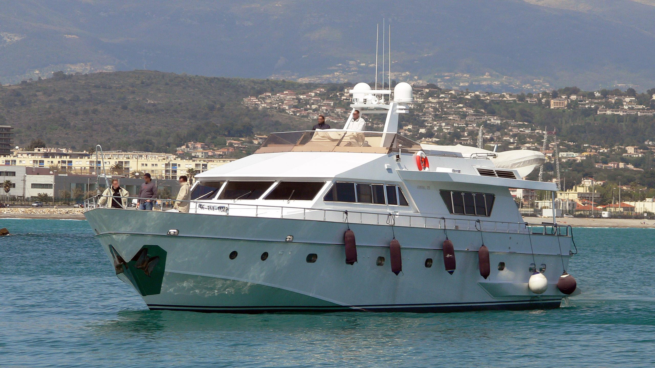 frac-motor-yacht-cnl-admiral-25-1978-26m-front-profile