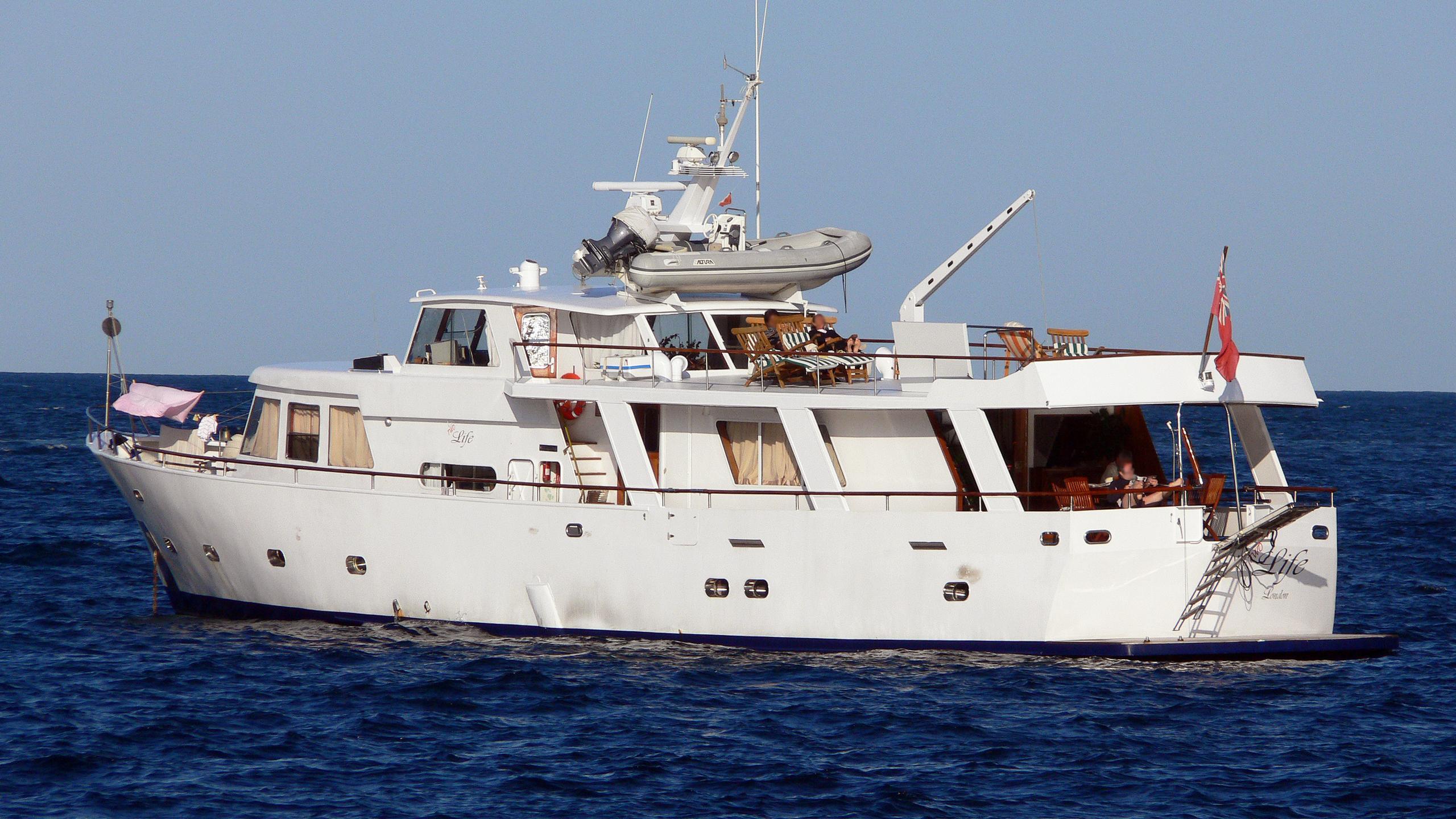 life-motor-yacht-van-den-beldt-1962-28m-rear-profile