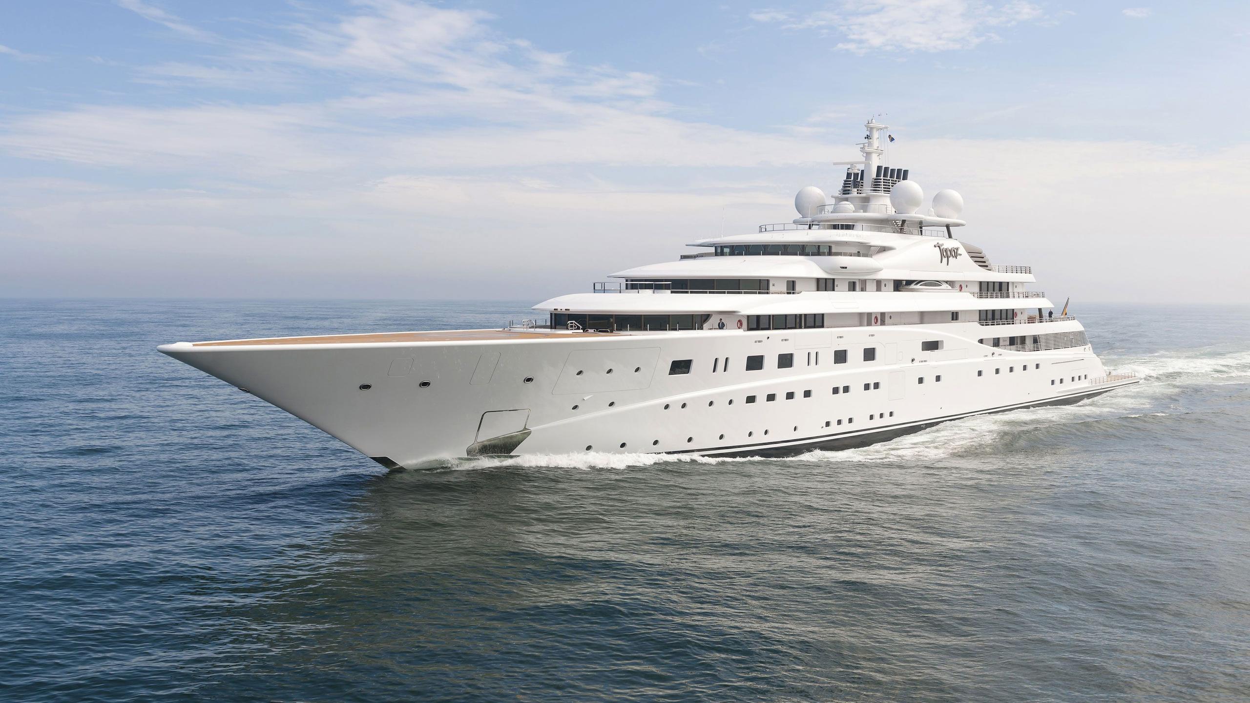 Topaz yacht running