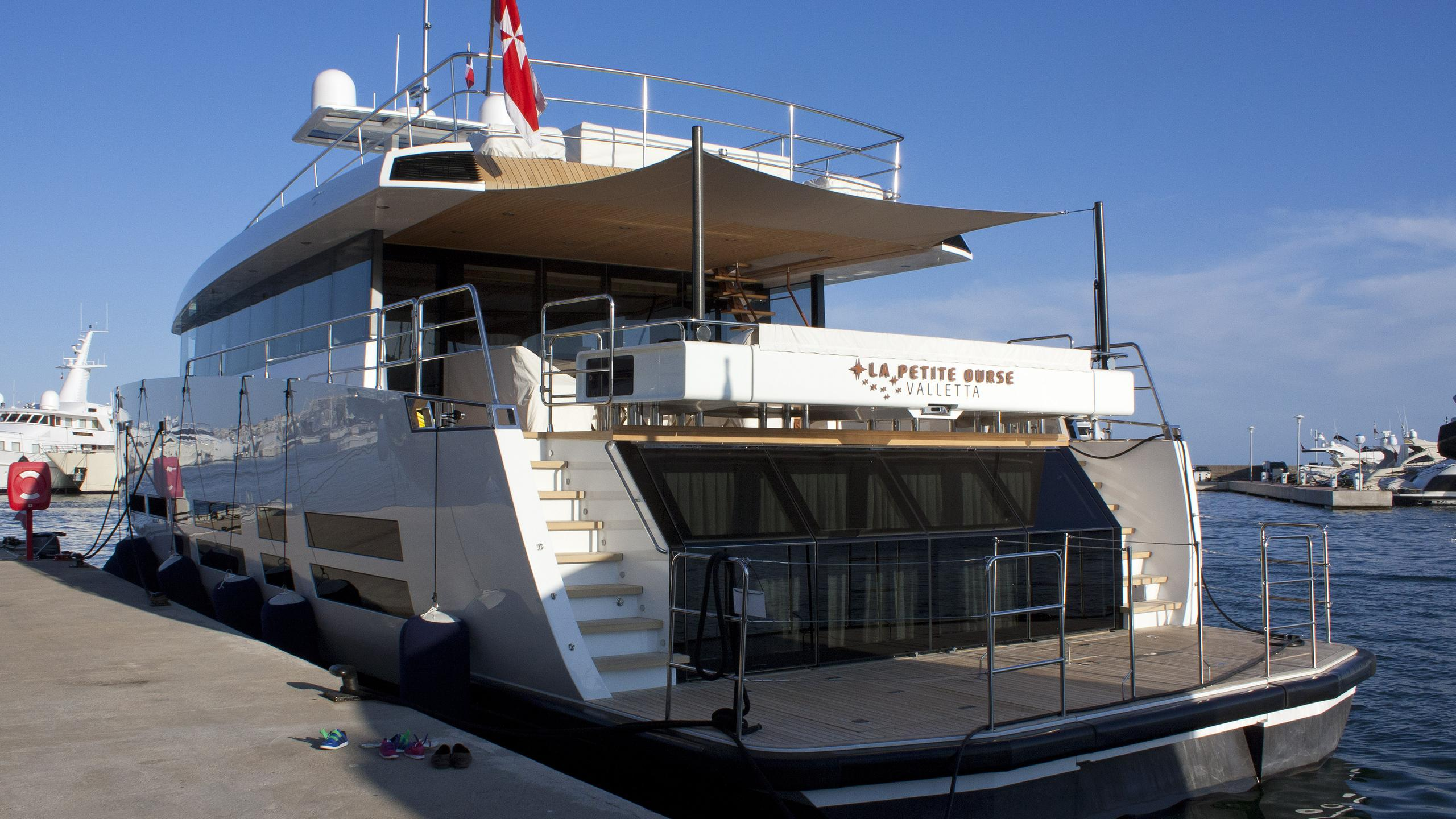 la-petite-ourse-motor-yacht-wallyace-2014-26m-stern