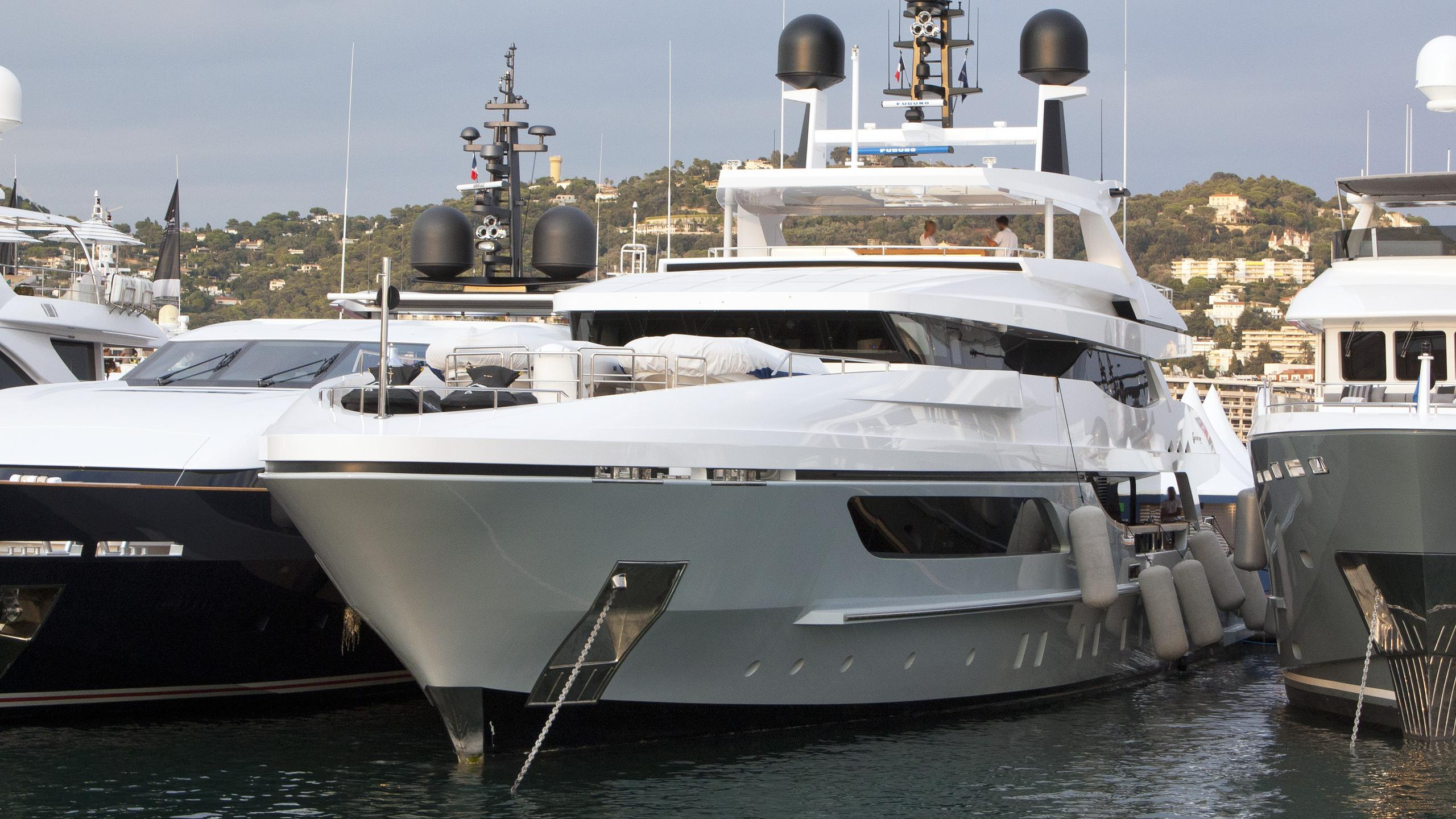 only-one-motor-yacht-baglietto-46m-2015-bow