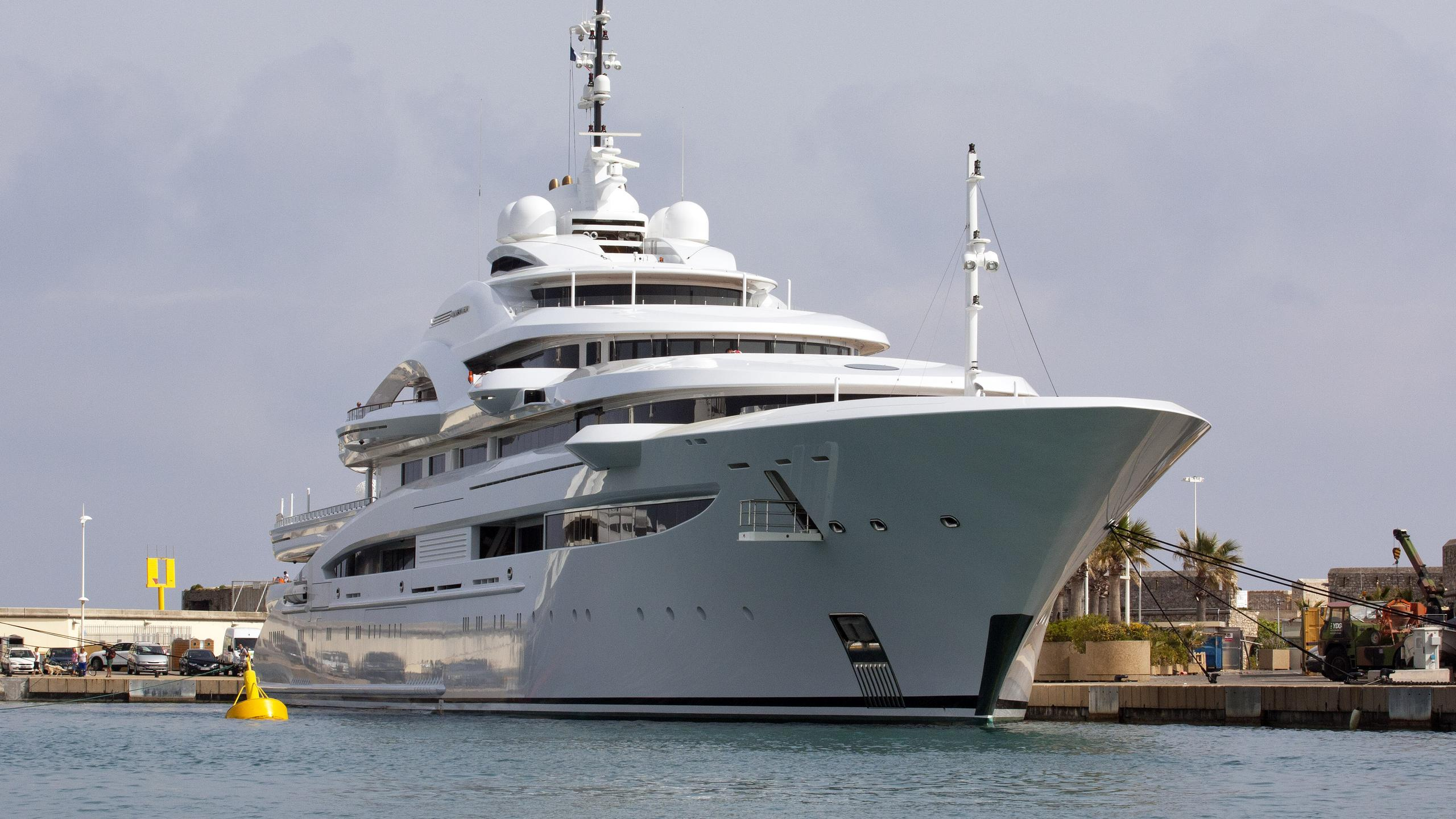 maryah-motor-yacht-elefsis-2014-125m-bow