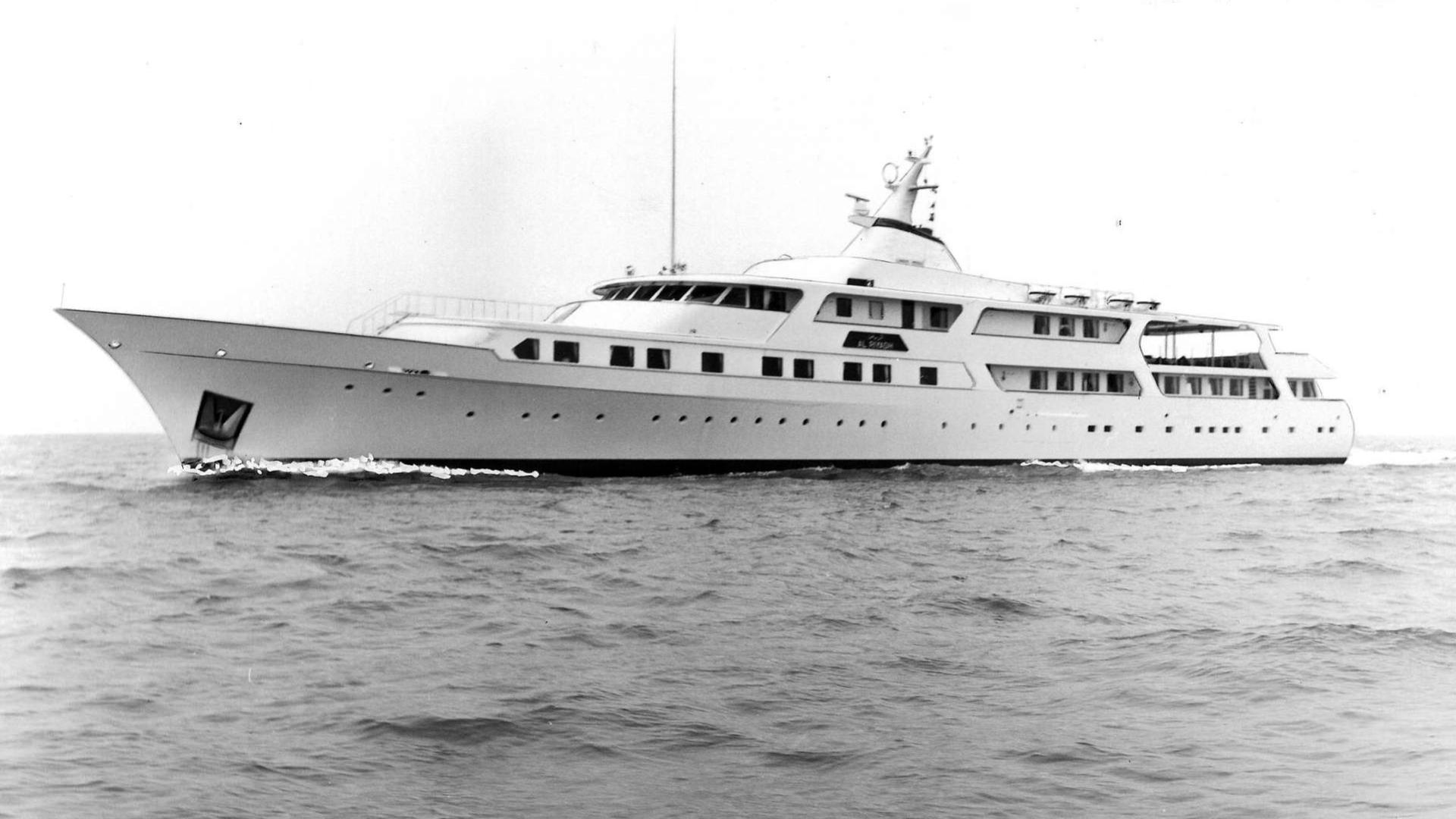 al-riyadh-motor-yacht-feadship-1978-65m-cruising