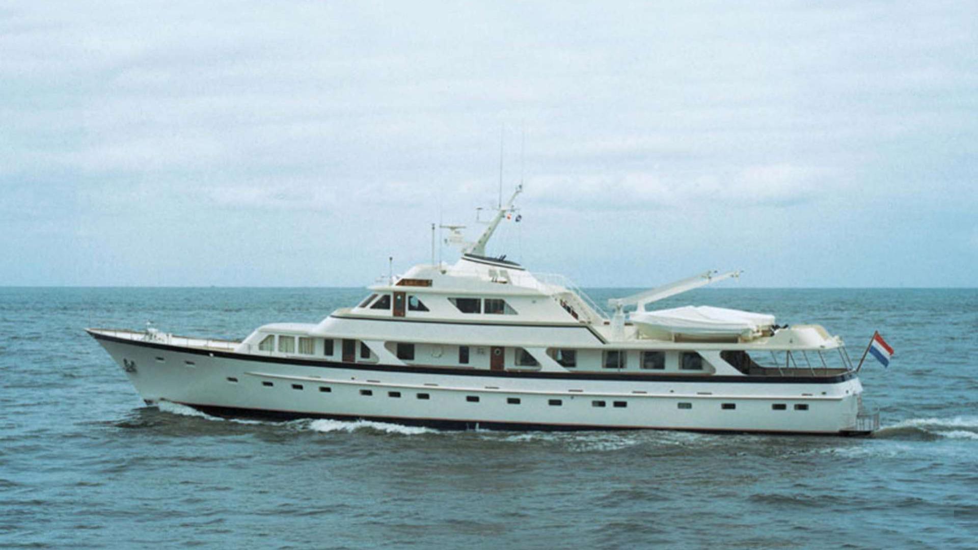 valeria-motor-yacht-feadship-1974-44m-curising
