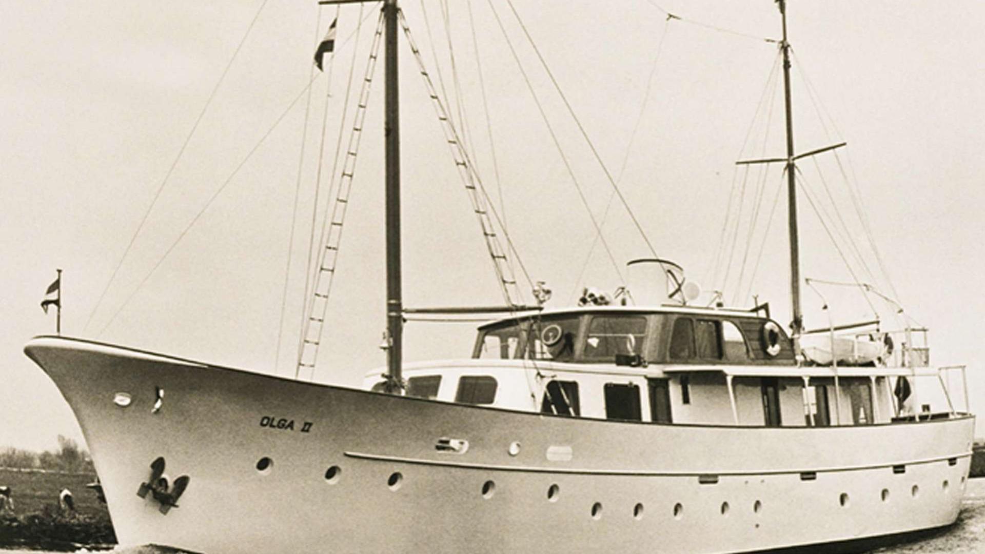 leonardo-sailing-yacht-feadship-1953-31m-front-profile