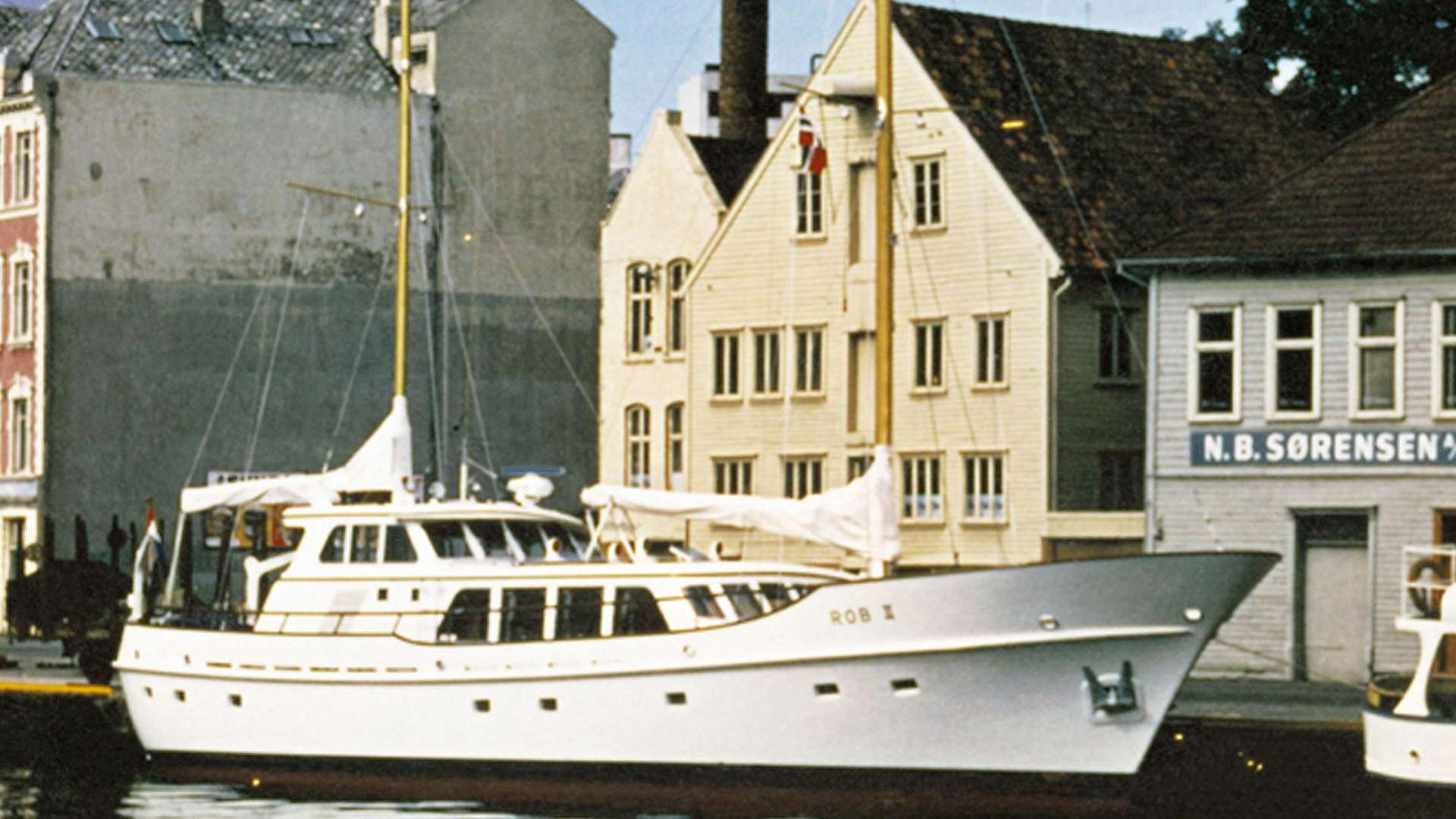 spirit-of-freedom-sailing-yacht-feadship-1972-25m-profile