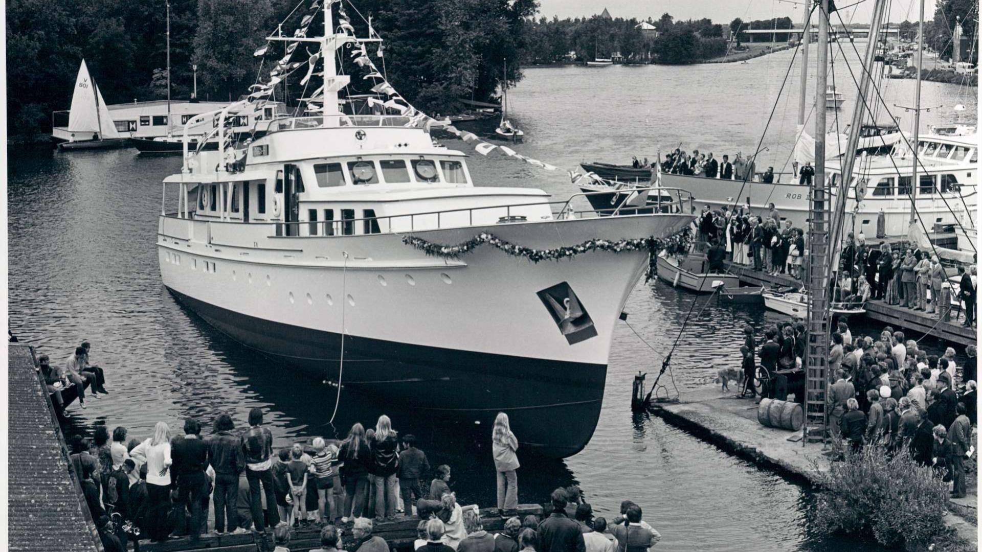 tip-top-iii-motor-yacht-feadship-1972-35m-dock