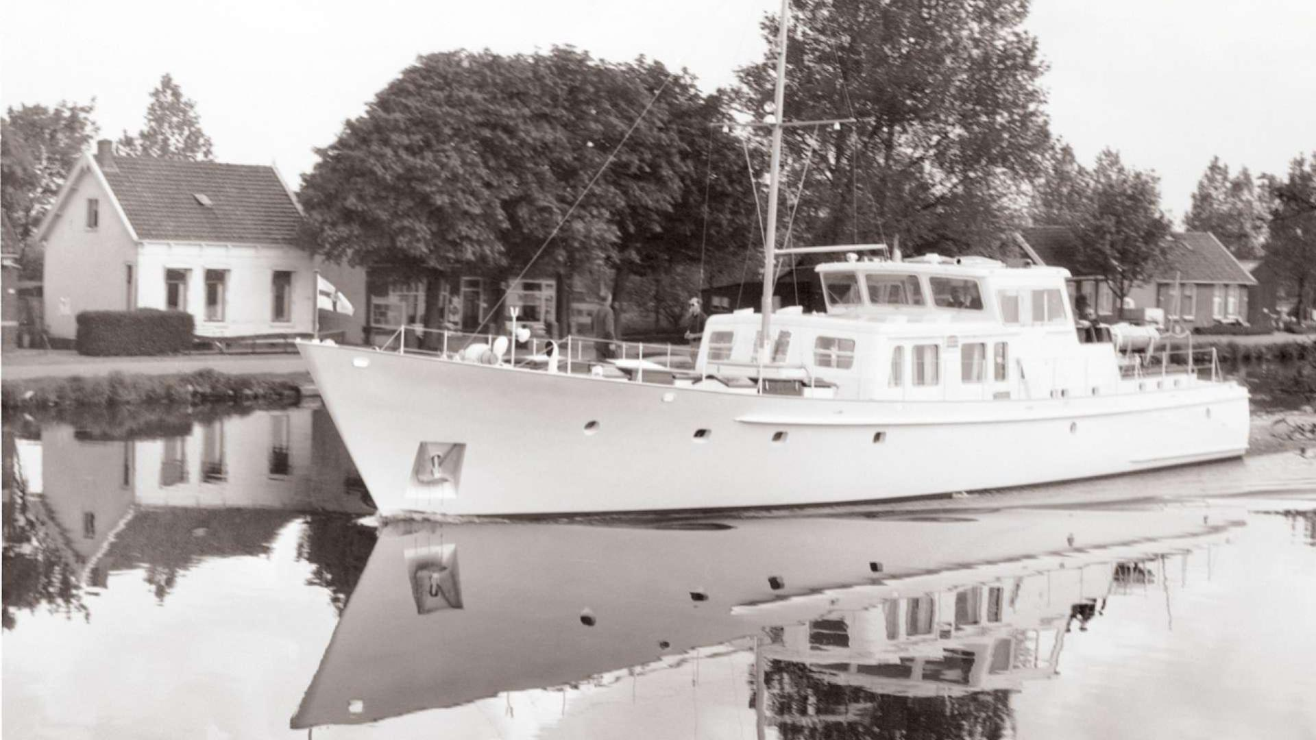 sirocco-motor-yacht-feadship-1966-26m-front-profile