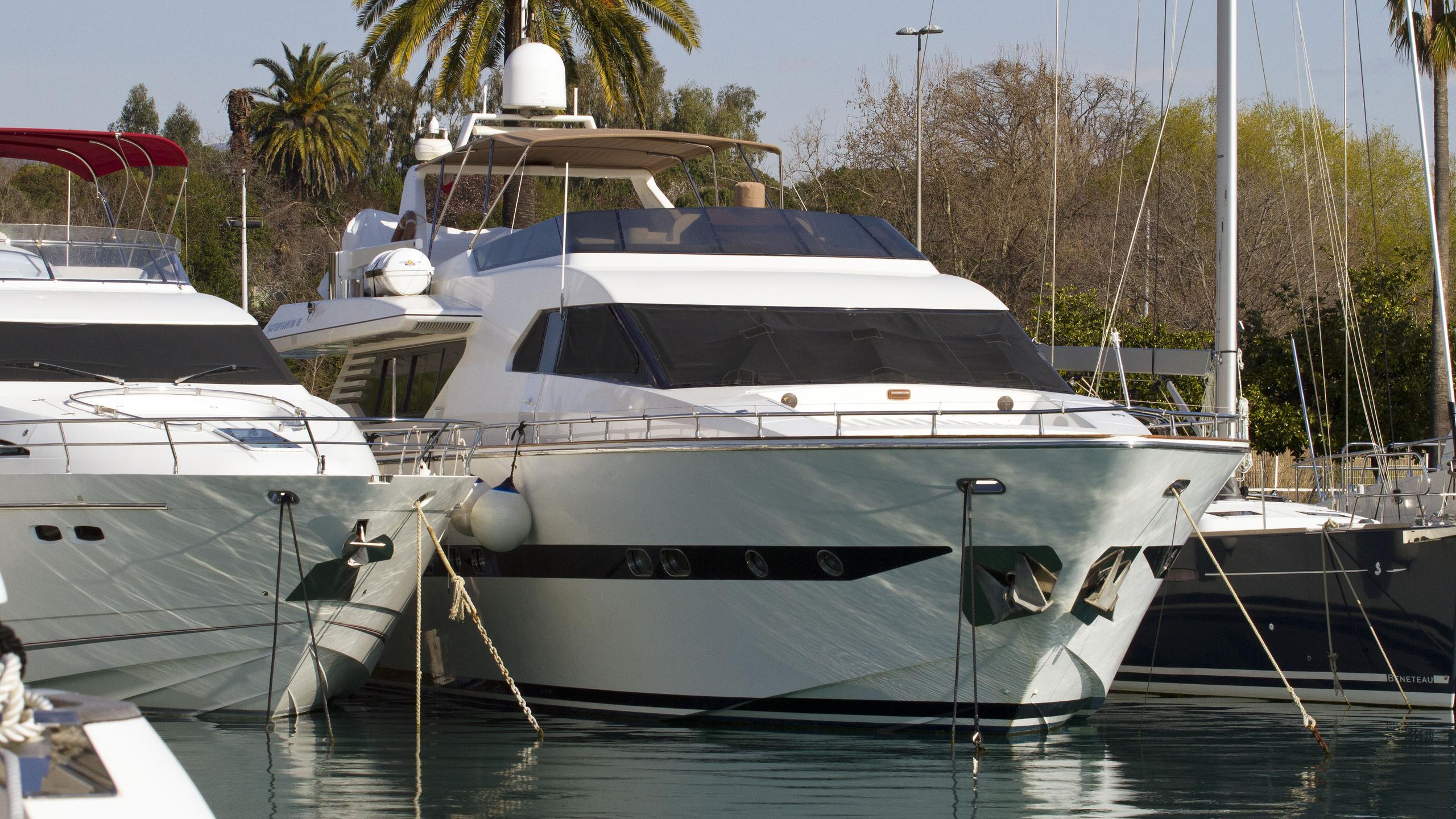cascais-m-motor-yacht-italversil-superphantom-85-1998-26m-bow