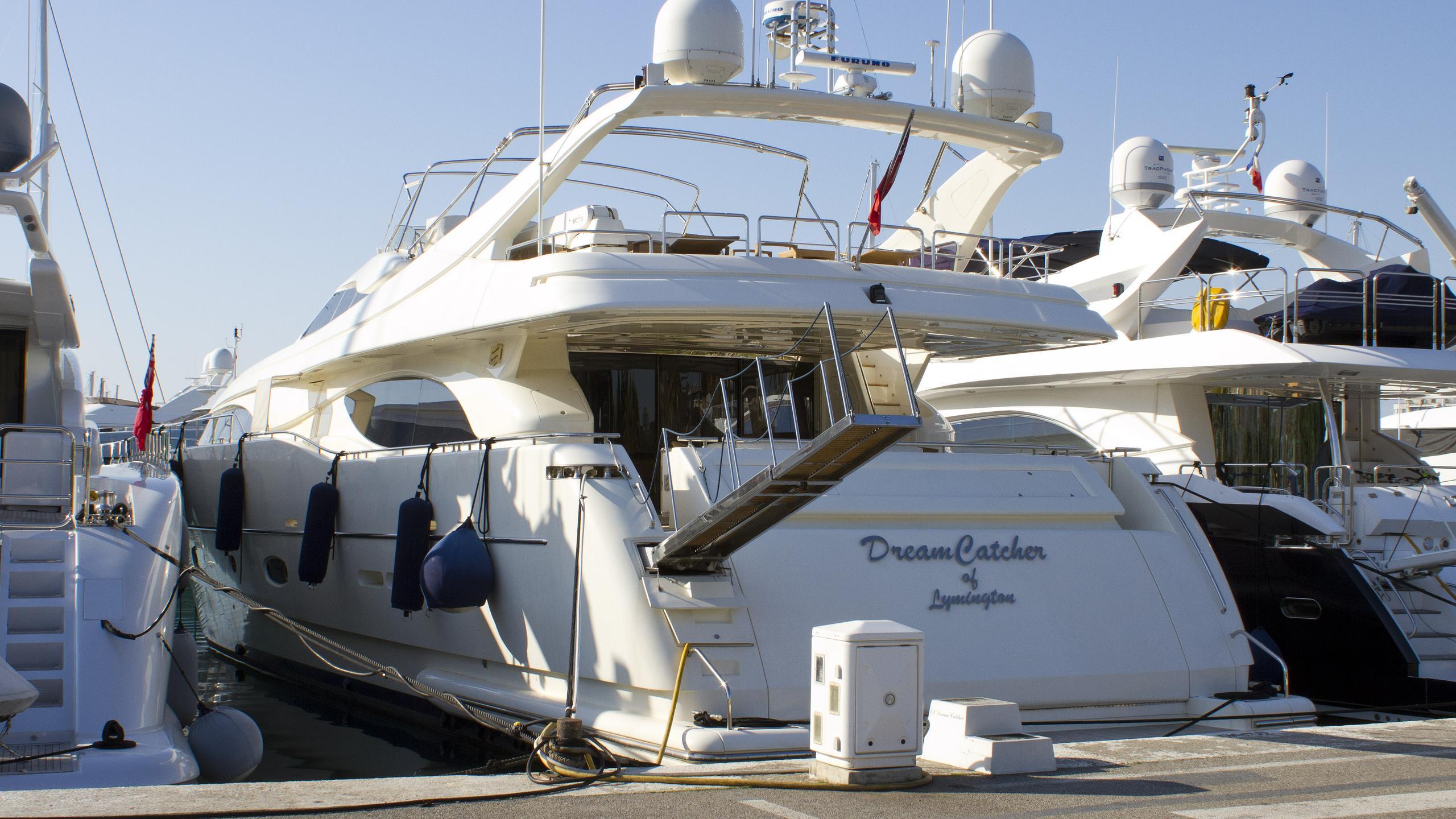 dreamcatcher-motor-yacht-ferretti-custom-line-94-2004-29m-stern