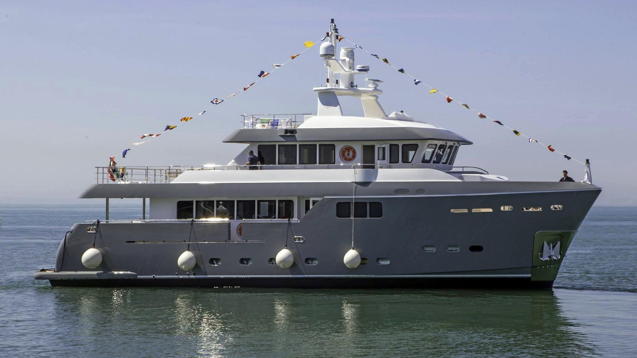 gra-nil-motor-yacht-cantiere-delle-marche-darwin-86-2014-26m-profile