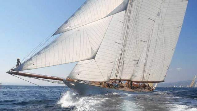 elena-yacht-exterior-bow