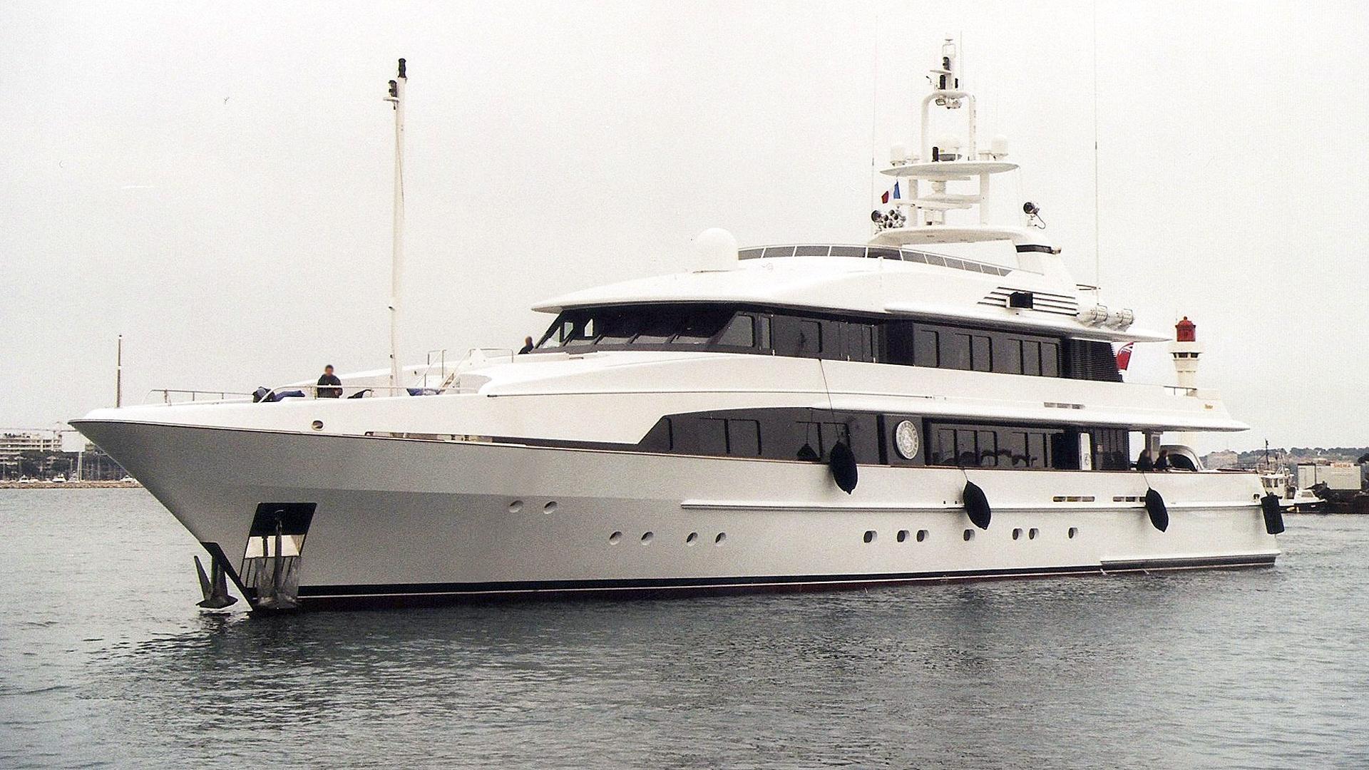 ostar-motor-yacht-feadship-1999-52m-profile