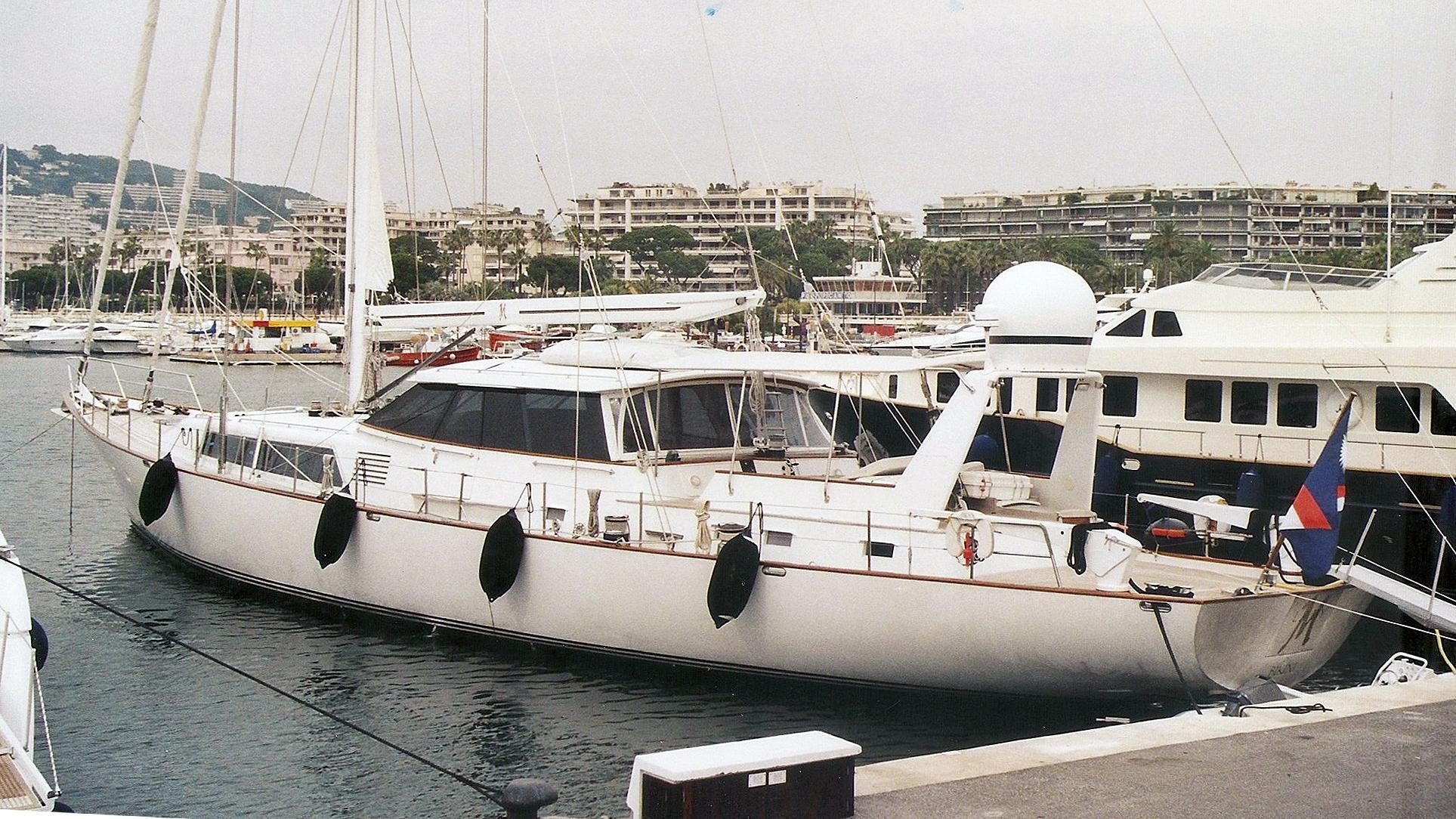lochiel-stern-sailing-yacht-alloy-1985-32m-stern-profile