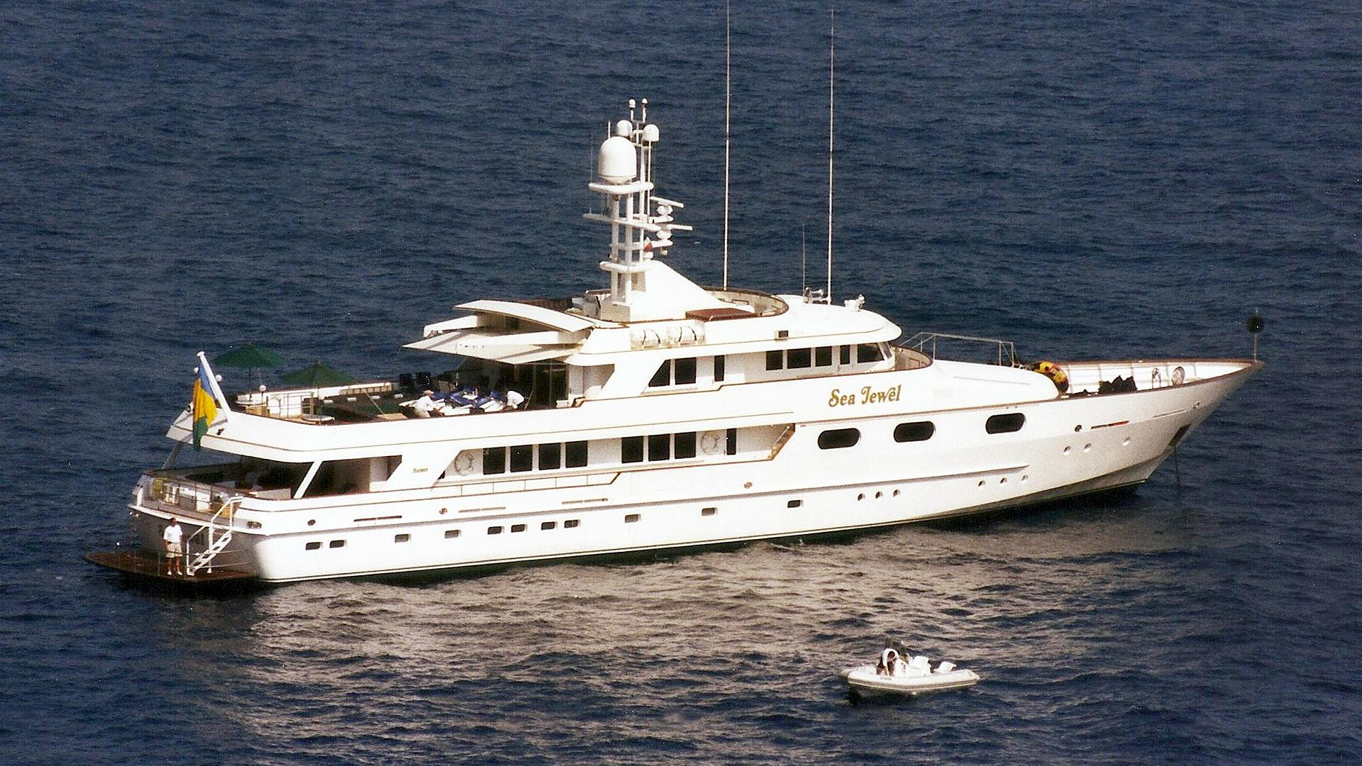 x-motor-yacht-feadship-1987-46m-profile