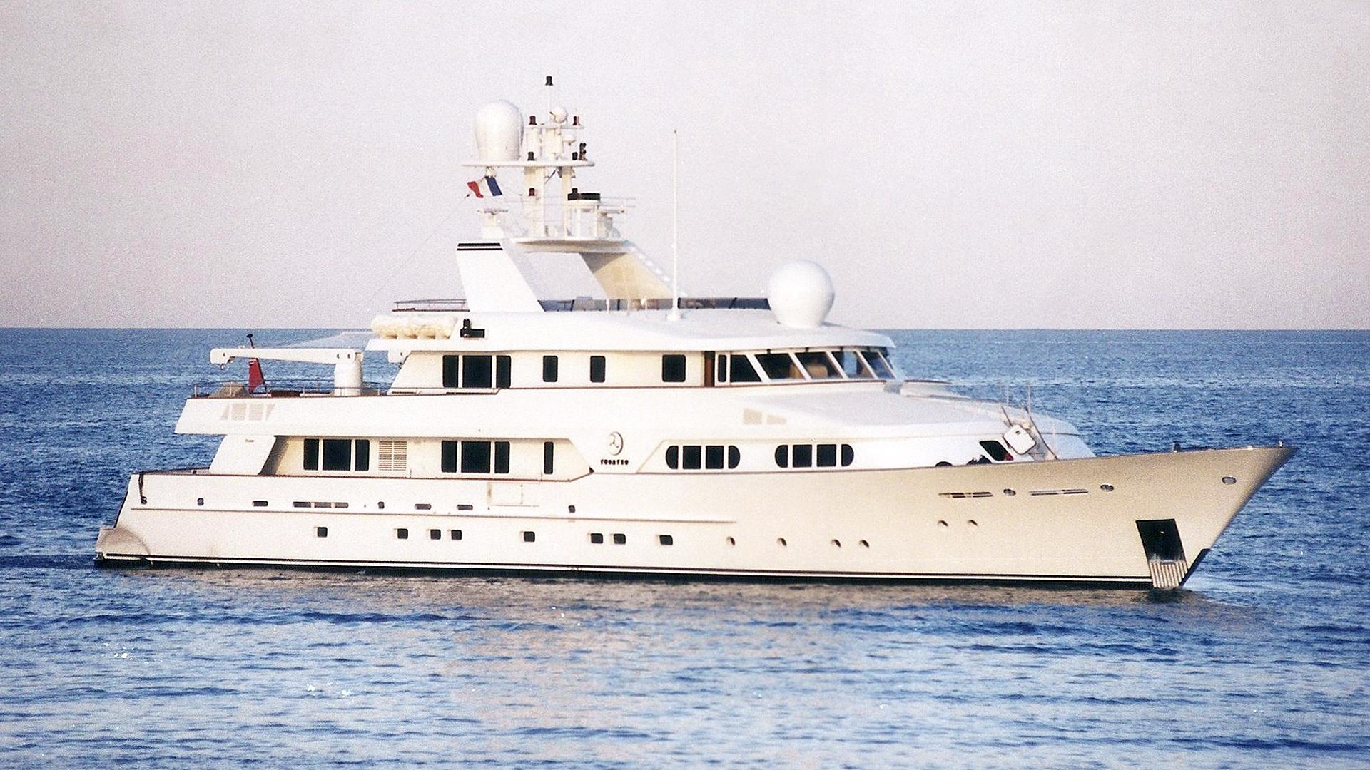 tugatsu-motor-yacht-feadhsip-1989-45m-before-refit