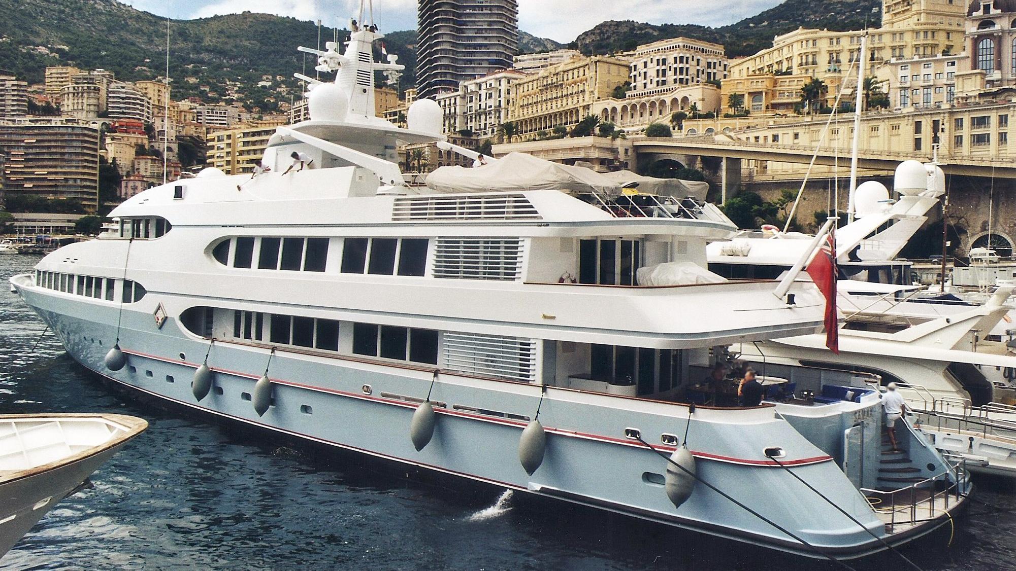 samax-motor-yacht-feadship-1996-55m-stern-profile