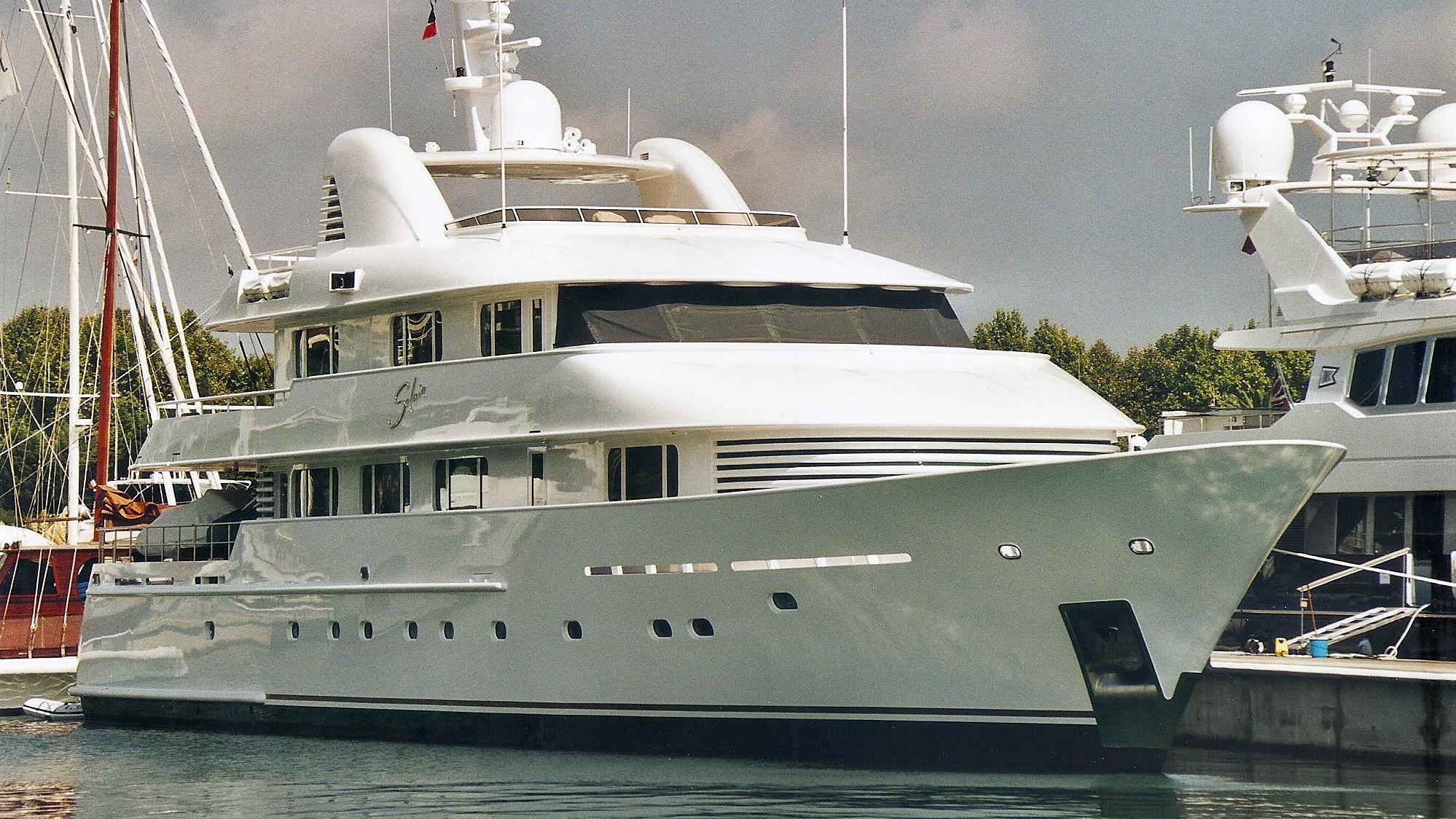 solaia-motor-yacht-hakvoort-2001-40m-bow-profile