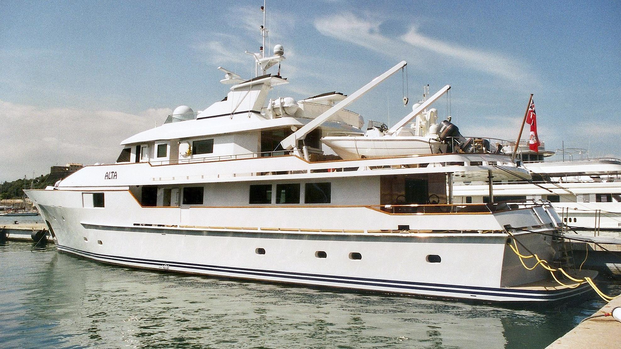 stella-maris-motor-yacht-picchiotti-1987-38m-stern-profile