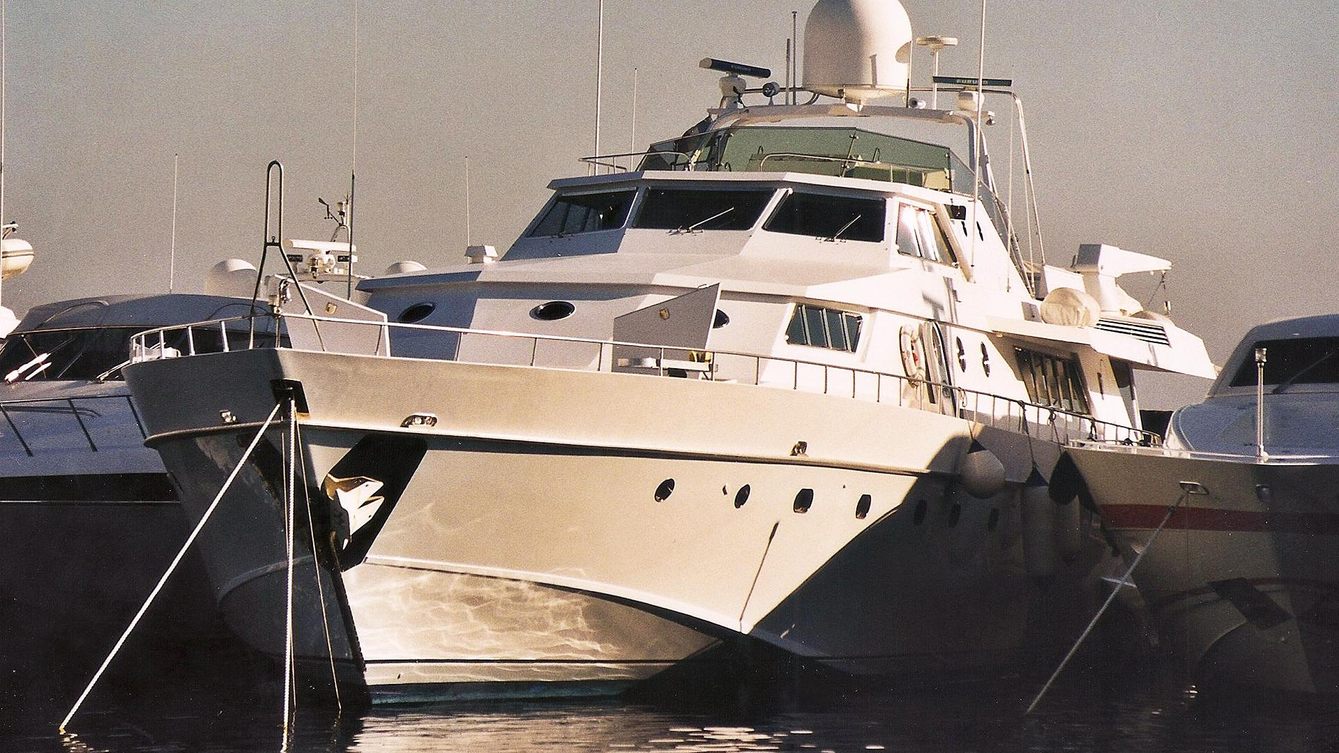 illyria-motor-yacht-cnl-admiral-36m-1982-bow