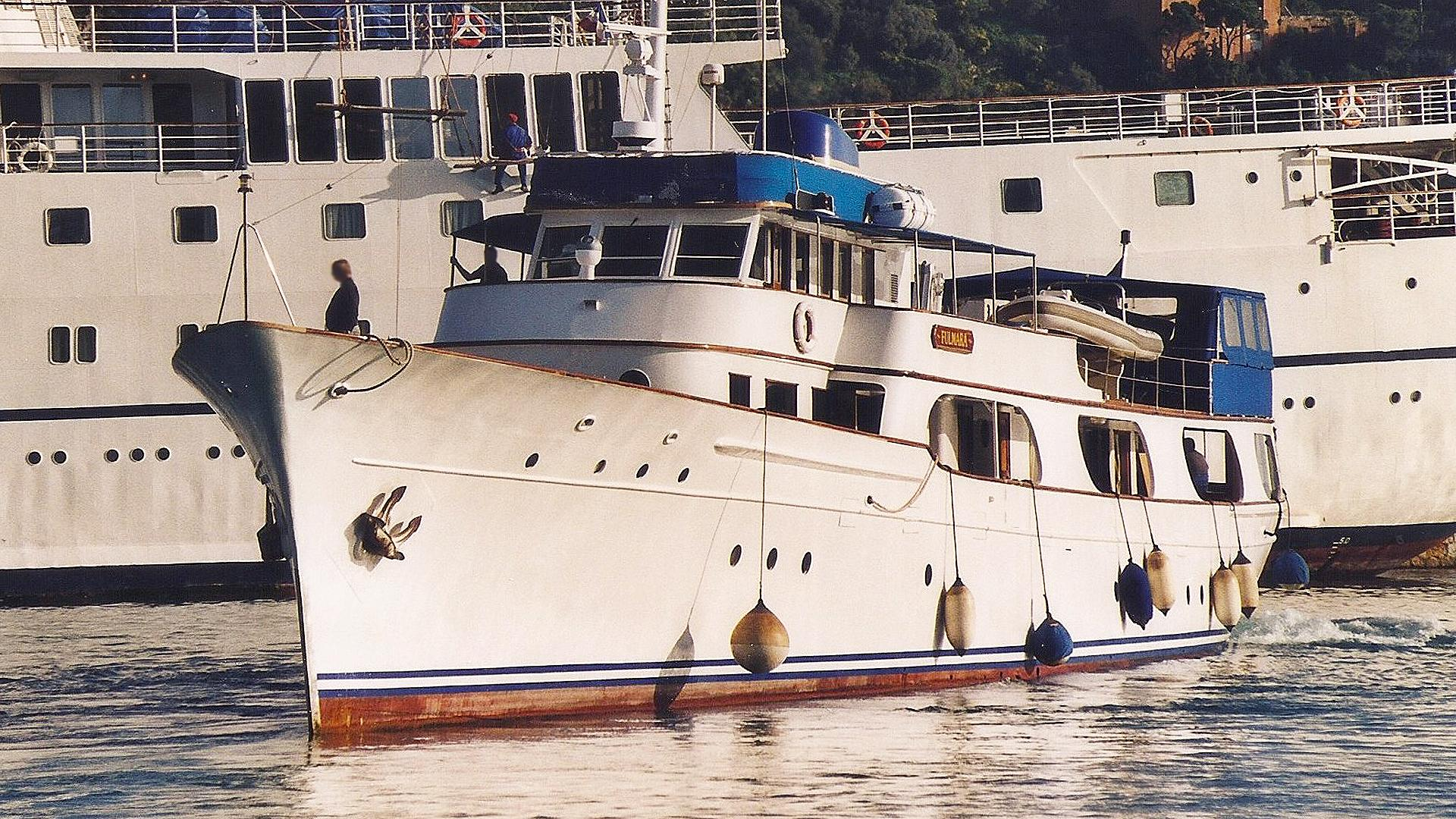 alicia-motor-yacht-defoe-1930-51m-bow-before-refit