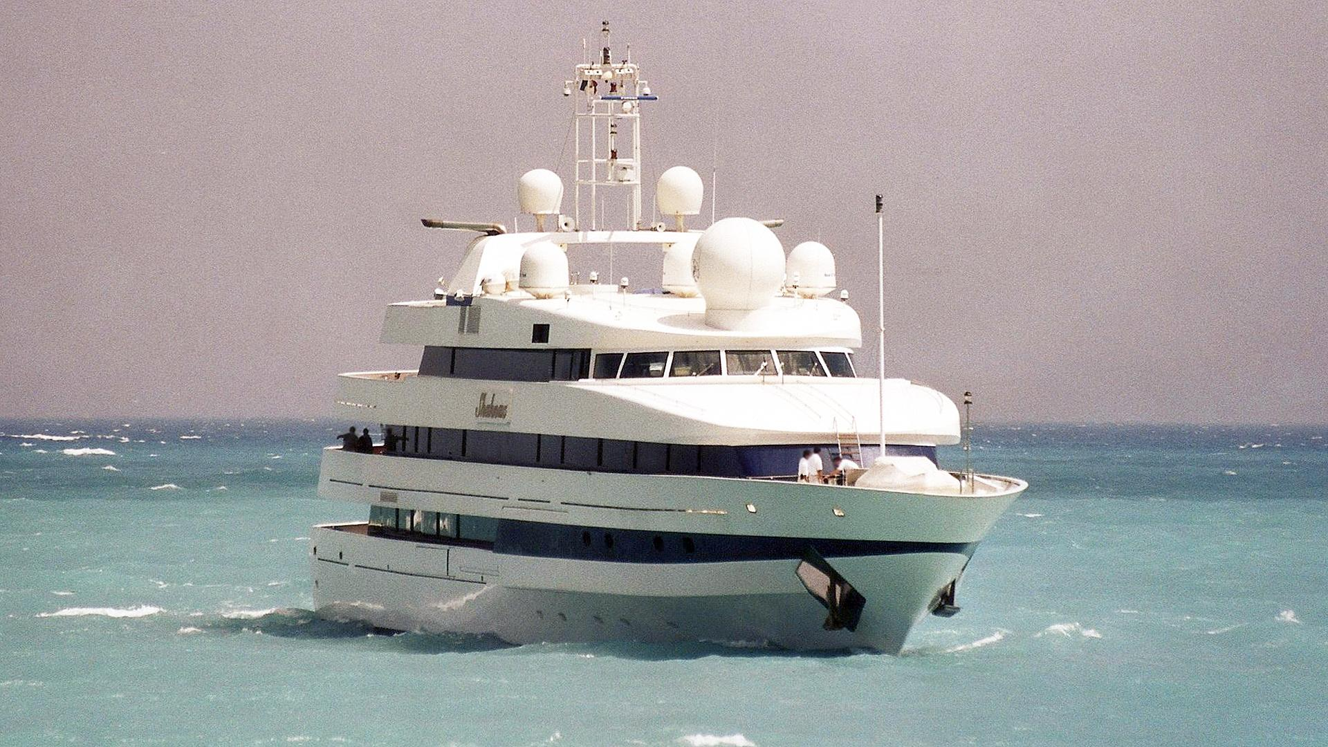 shahnaz-motor-yacht-nuovi-ligori-1991-63m-bow