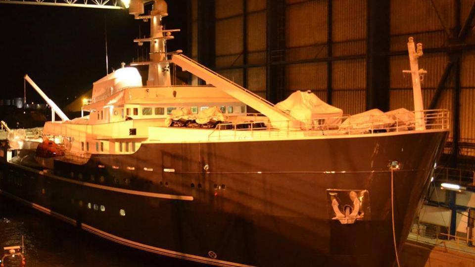 legend-motor-yacht-ihc-verschure-1974-77m-bow-building-yard