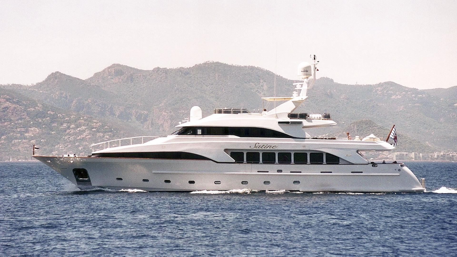 satine-motor-yacht-benetti-classic-115-2001-35m-profile