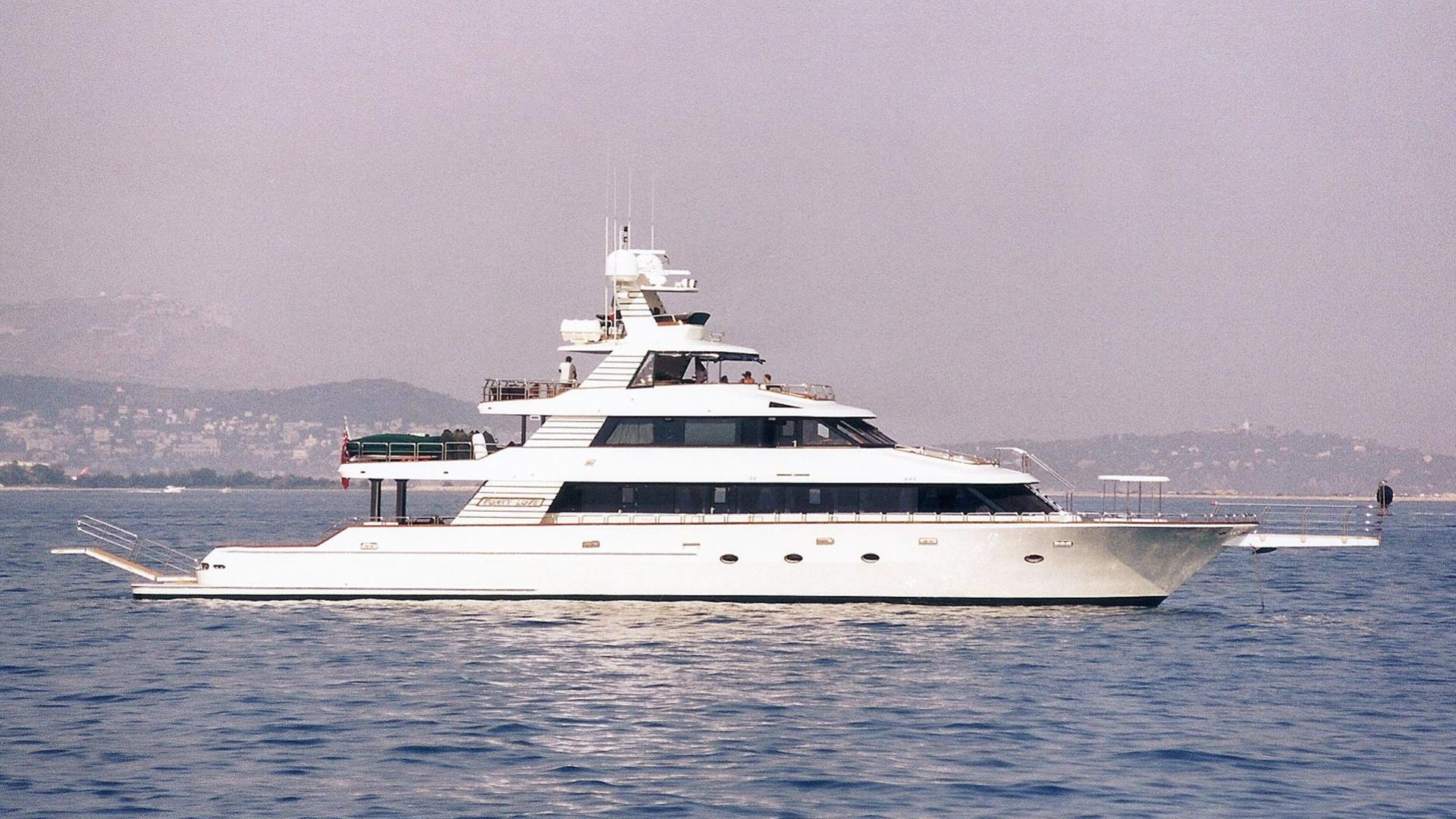 forty-love-motor-yacht-deep-sea-marine-2002-42m-profile