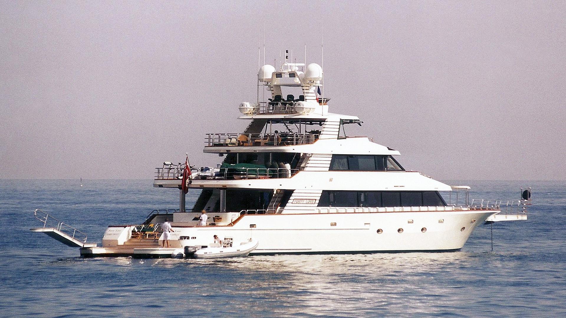 forty-love-motor-yacht-deep-sea-marine-2002-42m-half-profile